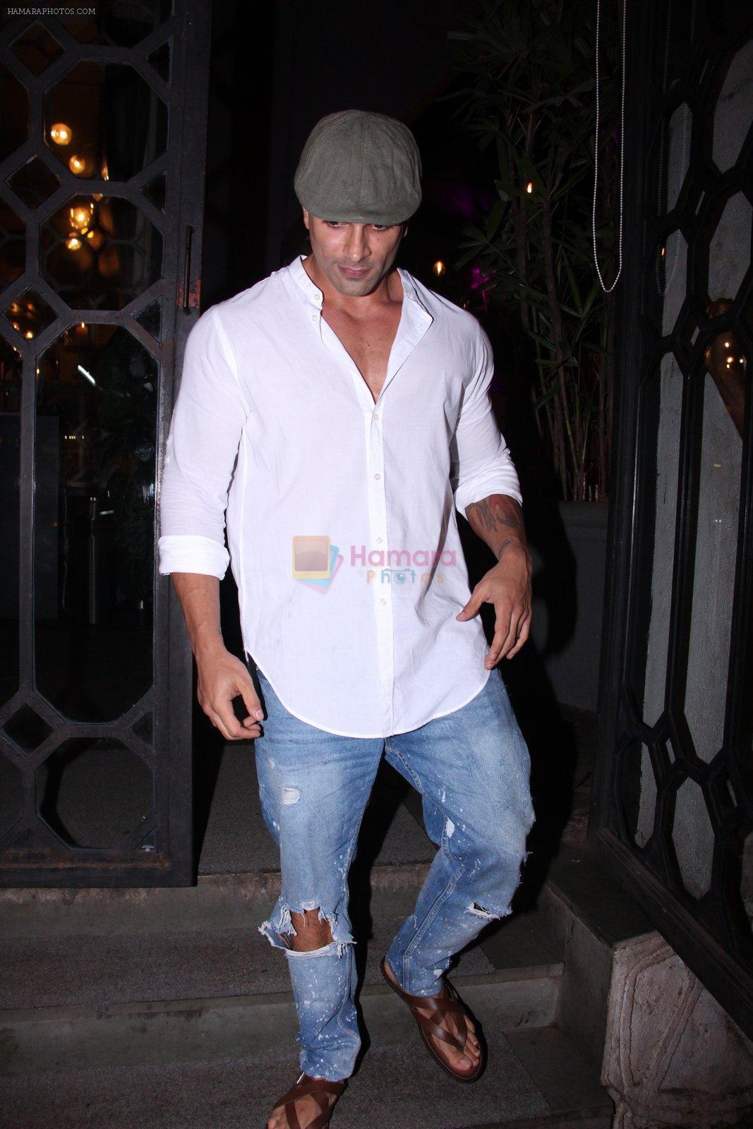 Karan Singh Grover snapped on 4th Oct 2016
