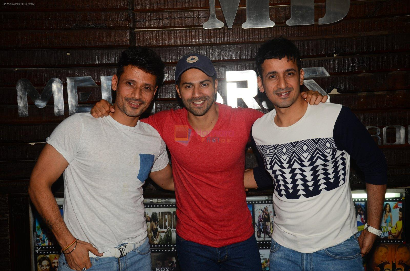 Varun Dhawan wth Meet Bros at their studio to hear song on 3rd Oct 2016
