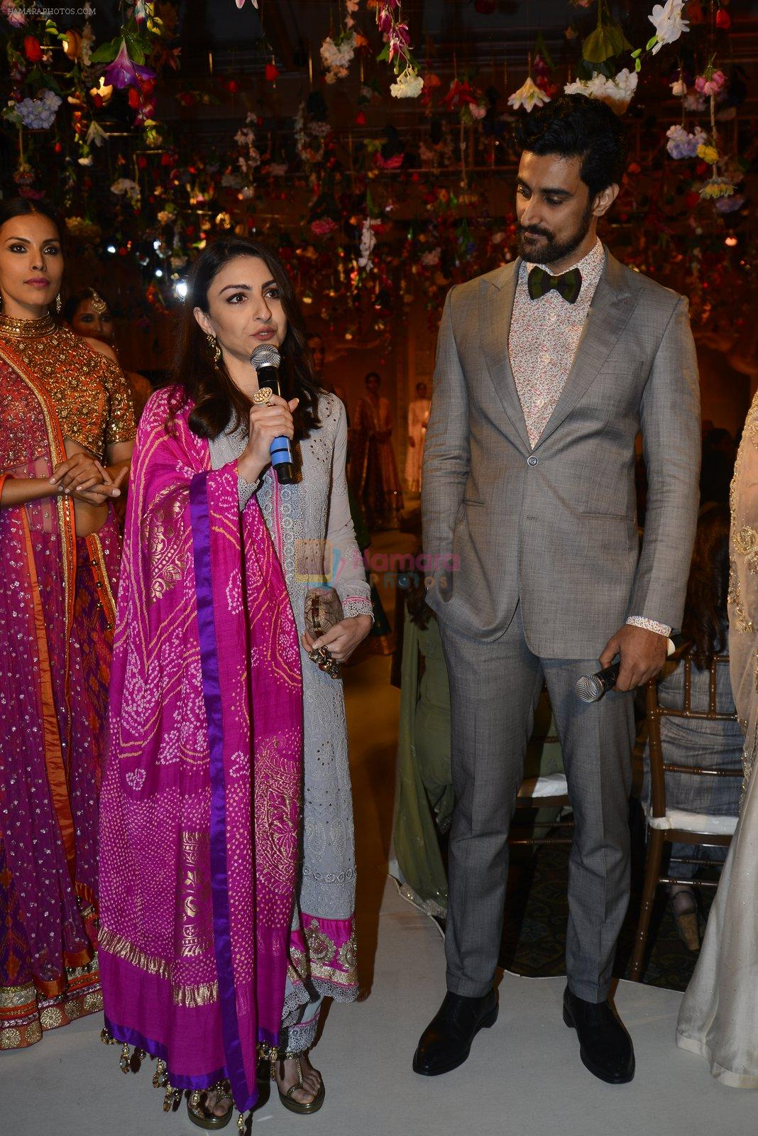 Soha Ali Khan, Kunal Kapoor walk for Maheka Mirpuri Show on 5th Oct 2016