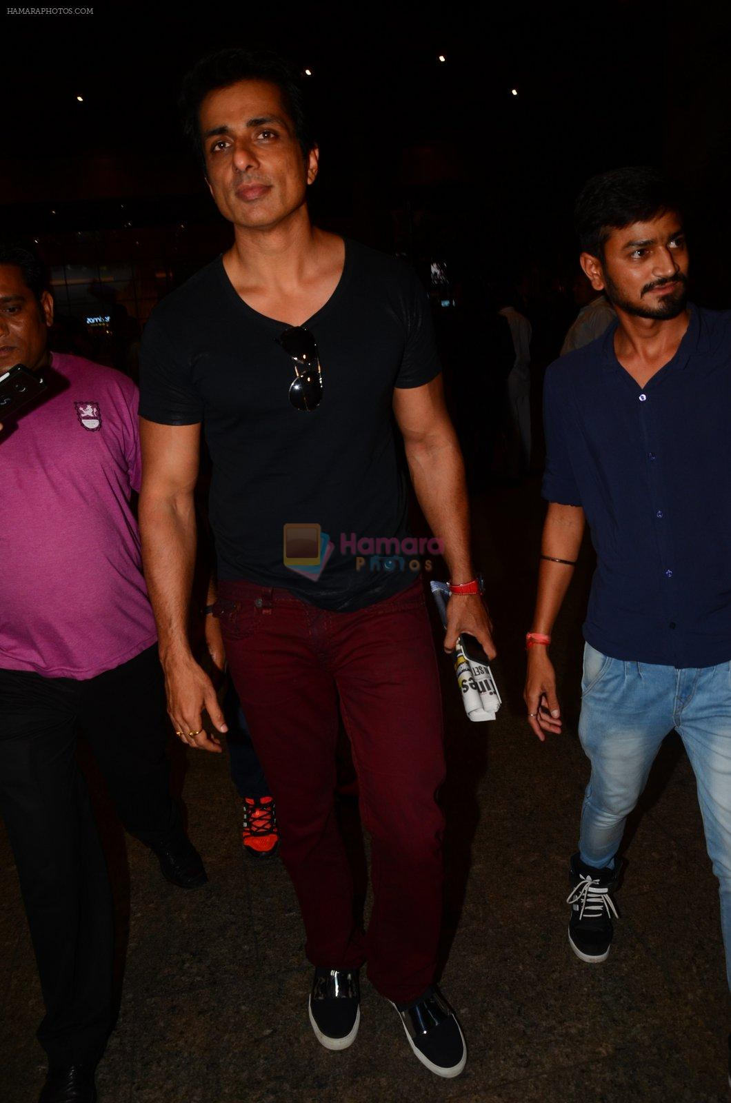 Sonu Sood snapped at airport on 5th Oct 2016