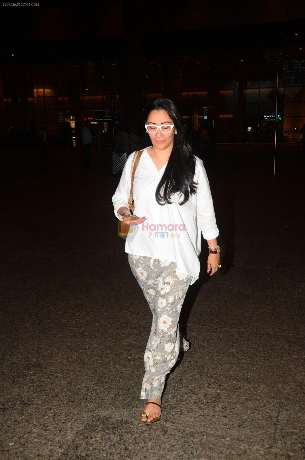 Manyata Dutt snapped at airport on 5th Oct 2016