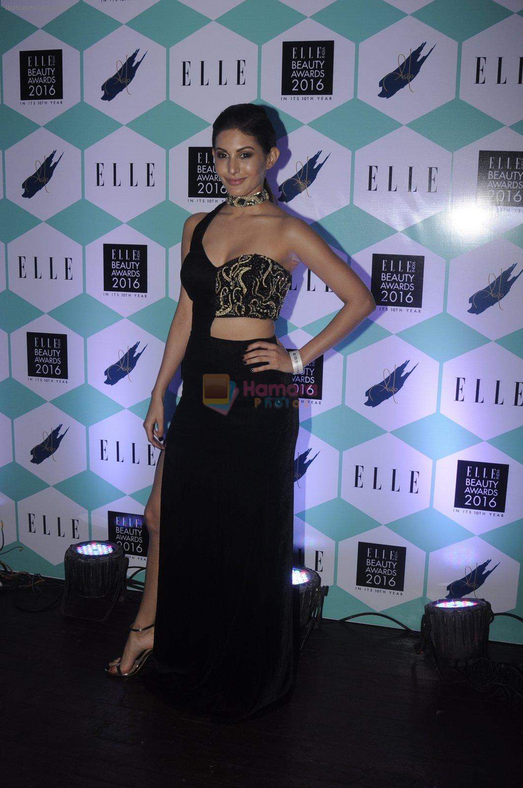 Amyra Dastur at Elle Beauty Awards on 5th Oct 2016