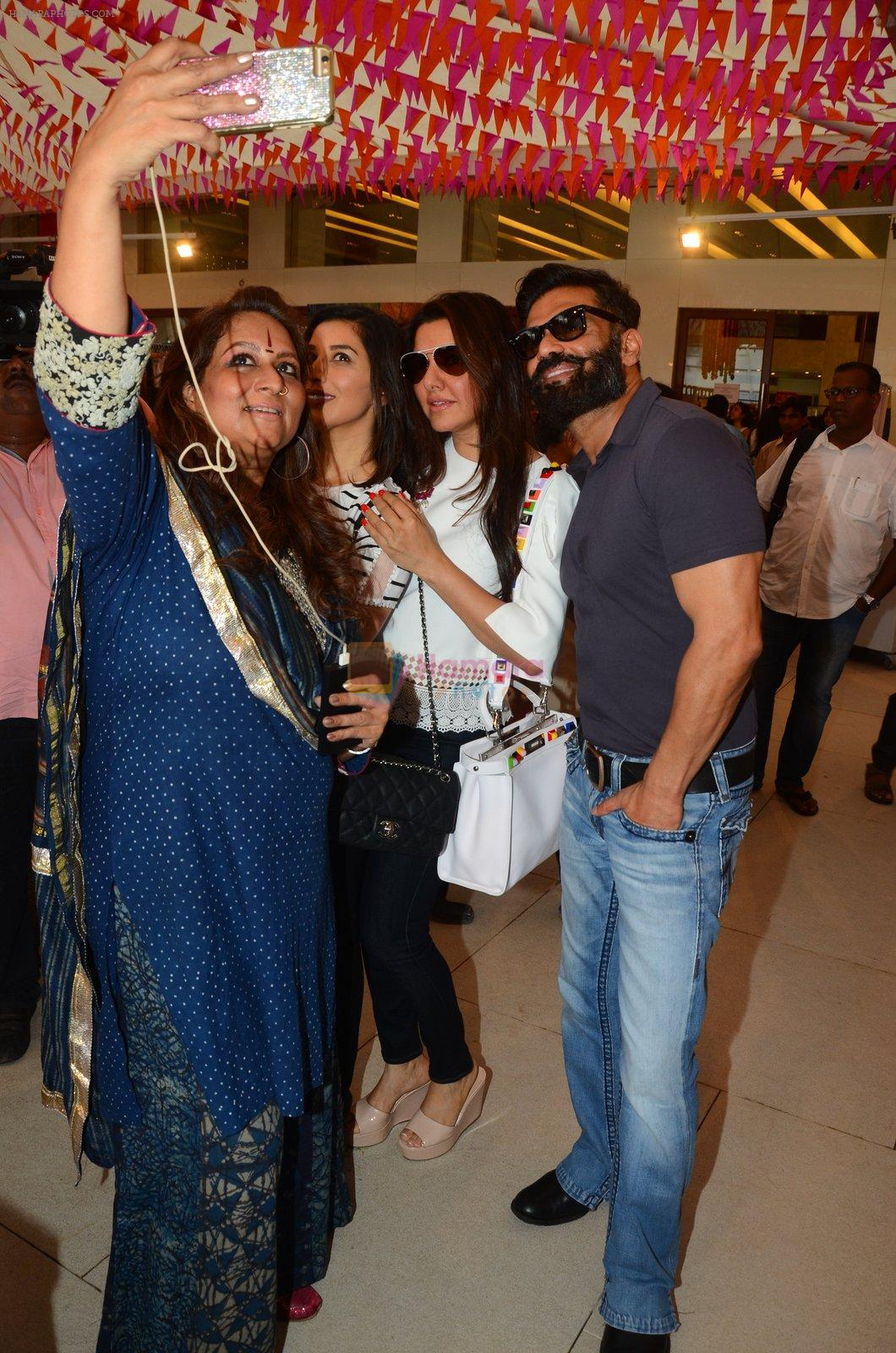 Sunil Shetty at Araish in Mumbai on 4th Oct 2016