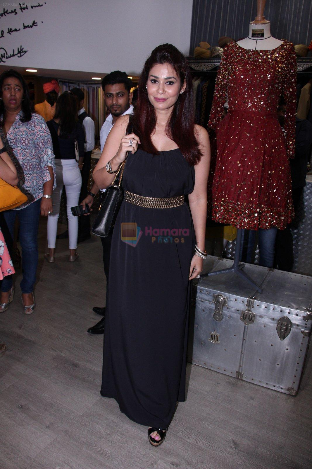 Shaheen Abbas at Tanzila Antulay store preview on 6th Oct 2016