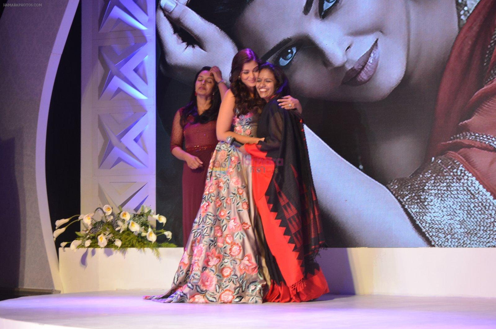 Aishwarya Rai Bachchan at Outlook Business Women Awards on 7th Oct 2016