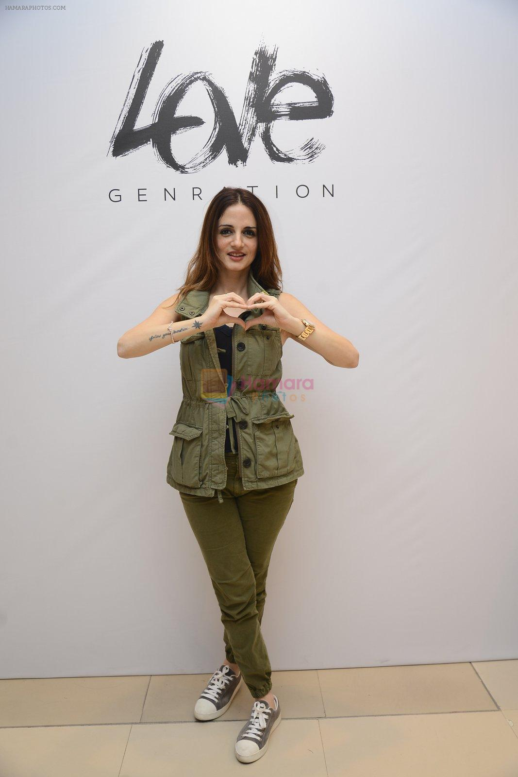 Suzanne Khan at Love Generation launch at Shoppers Stop on 7th Oct 2016