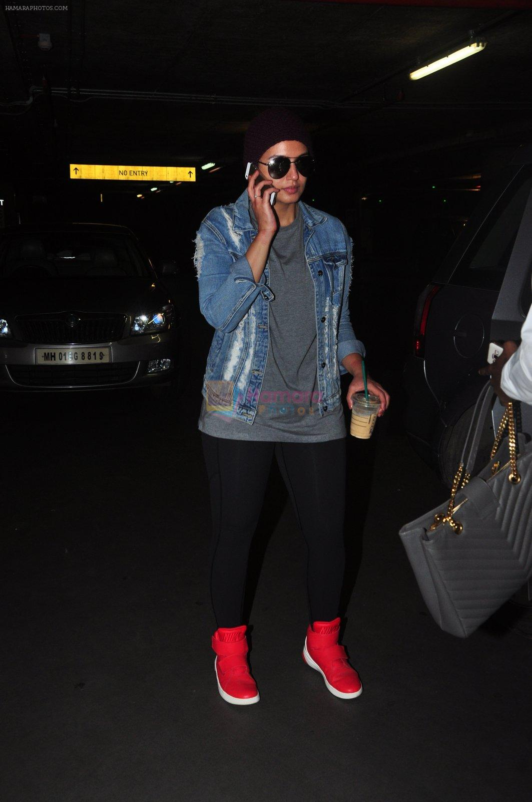 Huma Qureshi snapped at airport on 9th Oct 2016