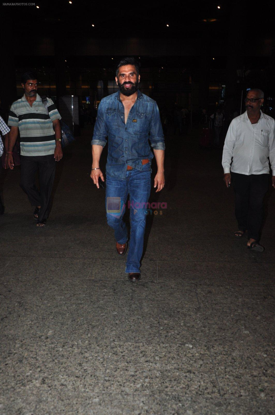 Sunil Shetty snapped at airport on 9th Oct 2016