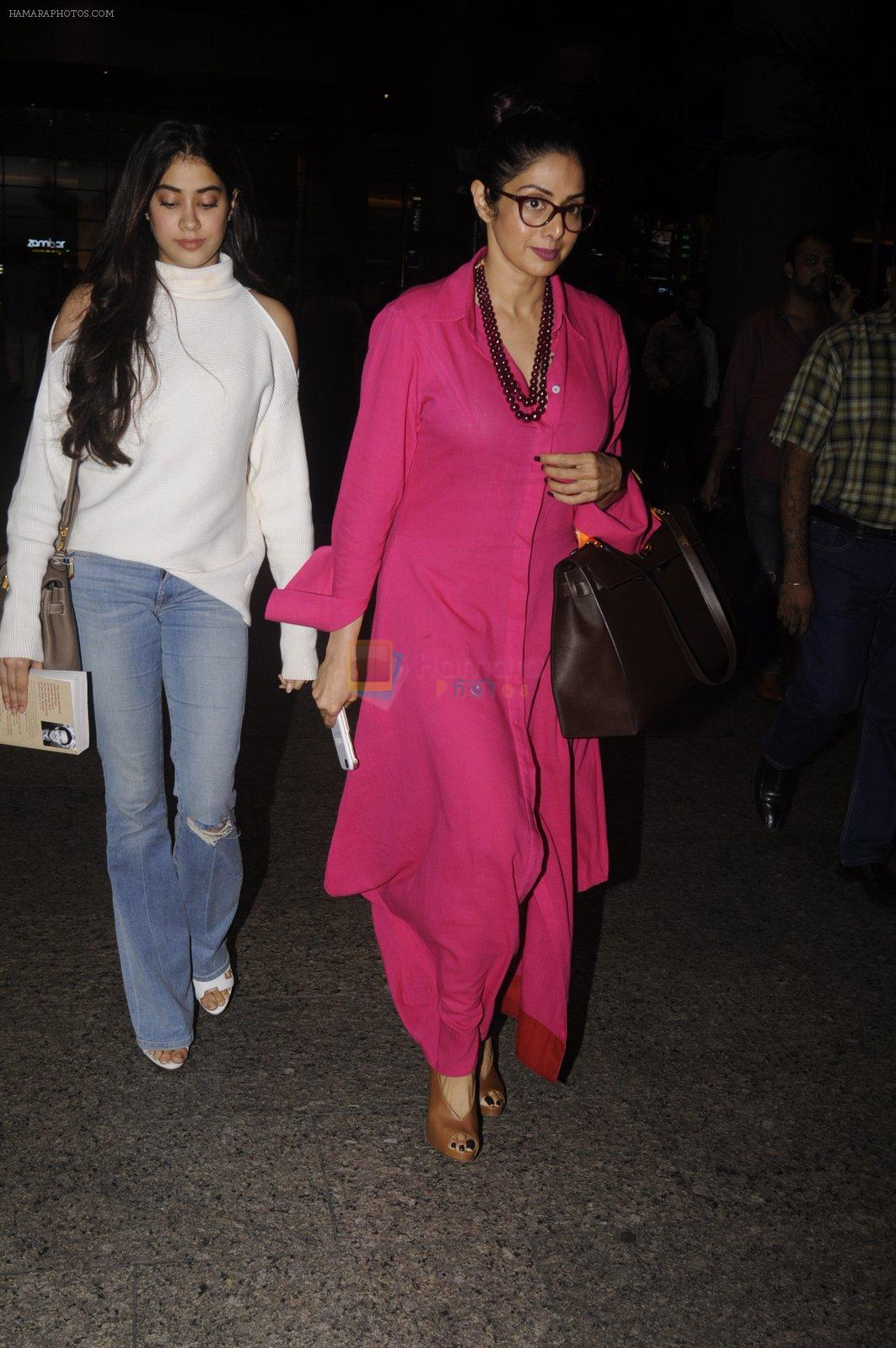 Jhanvi Kapoor, Sridevi snapped at airport on 9th Oct 2016