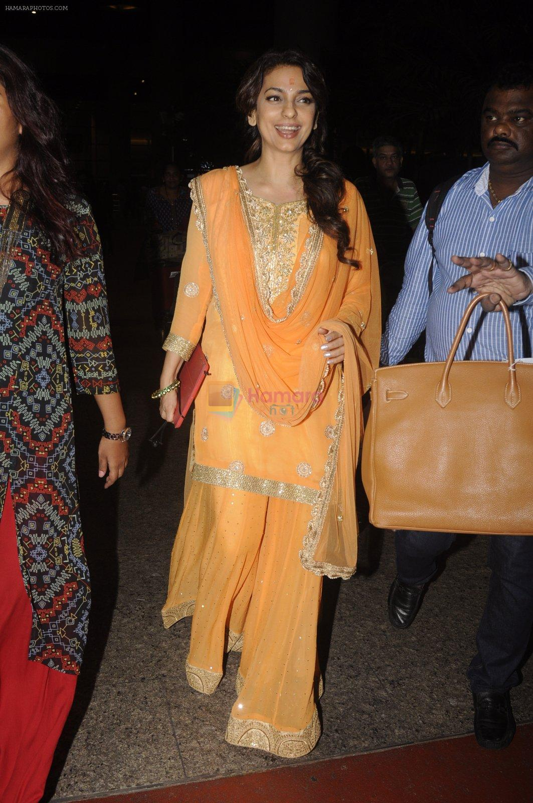 Juhi Chawla snapped at airport on 9th Oct 2016
