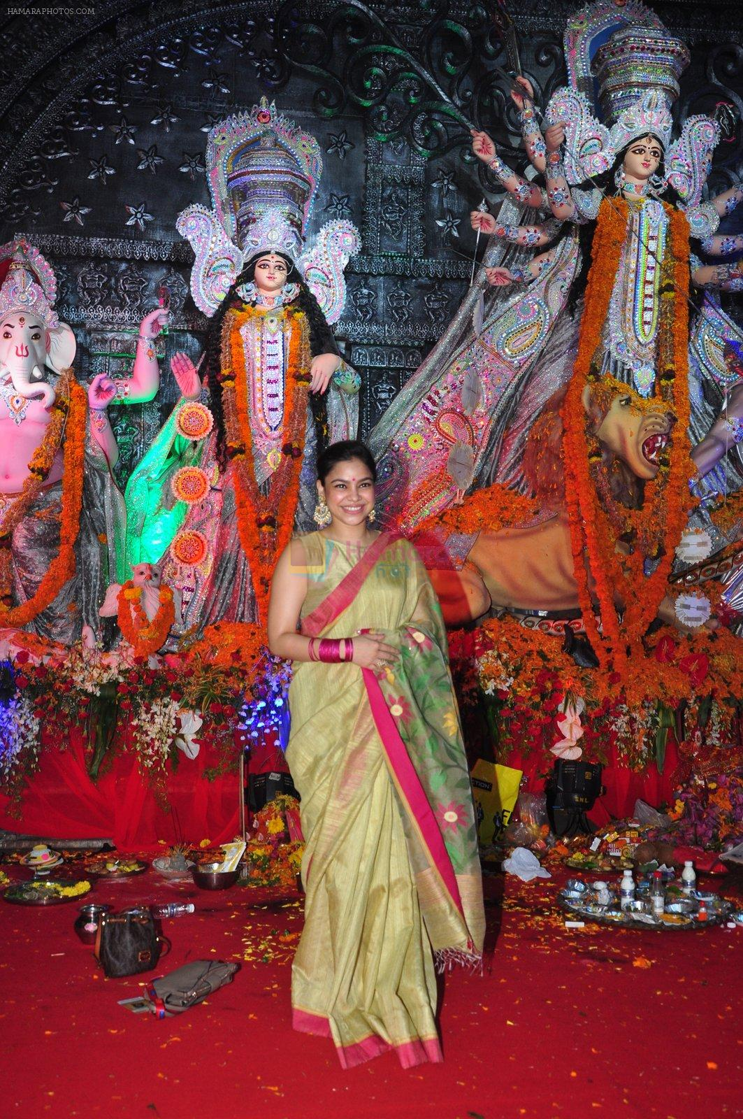 Sumona Chakravarti at Durga Pooja on 10th Oct 2016