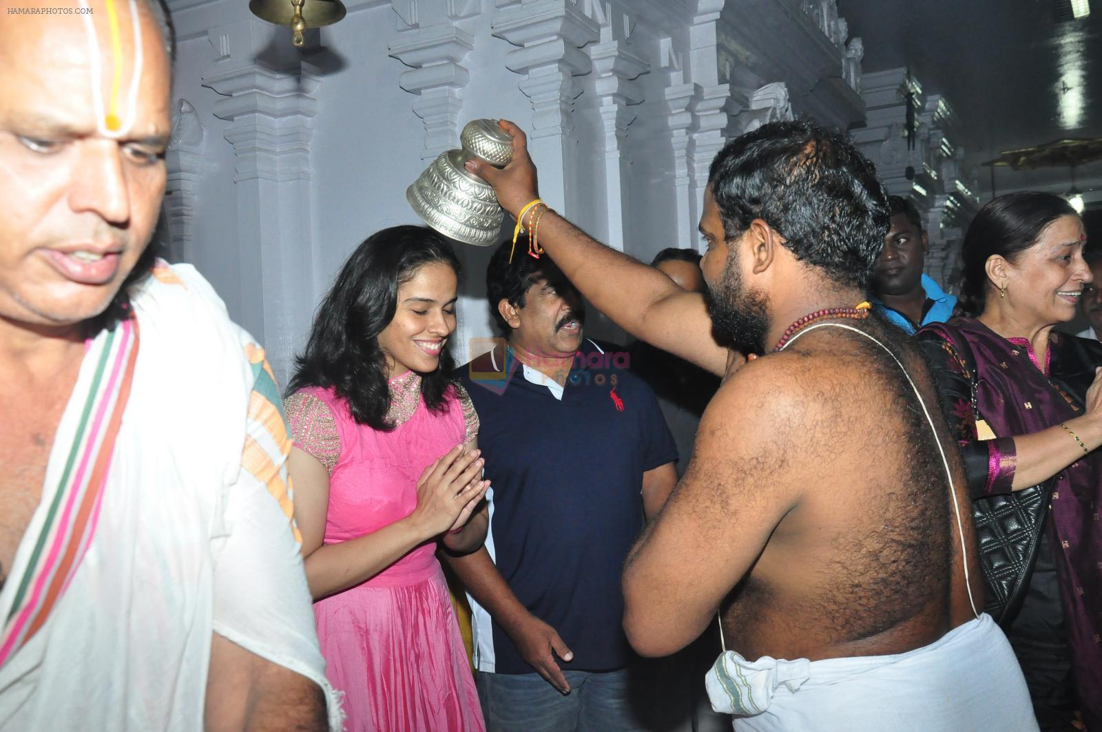 Sania Nehwal visits film nagat temple on 9th Oct 2016