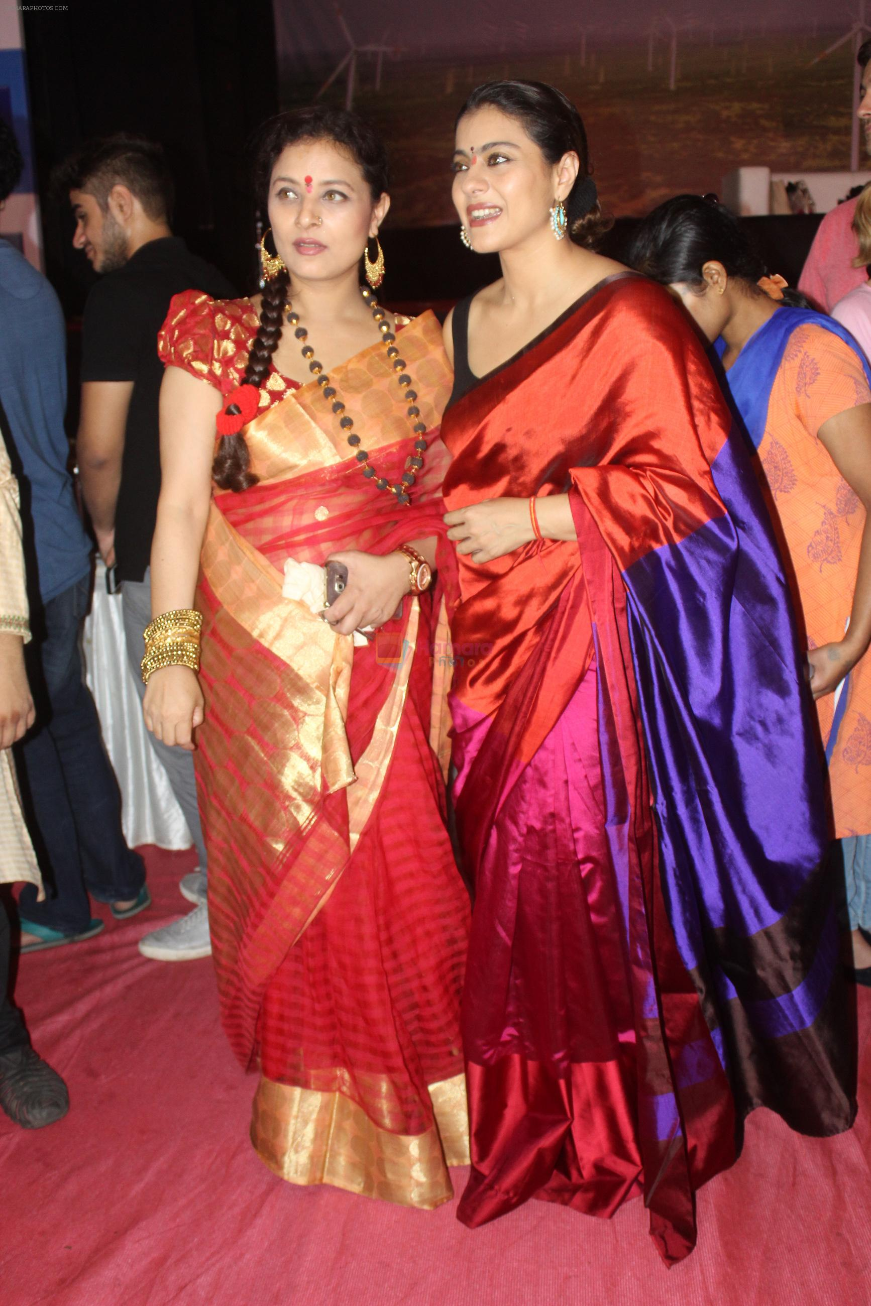 Kajol at Durga puja in Juhu on 9th Oct 2016
