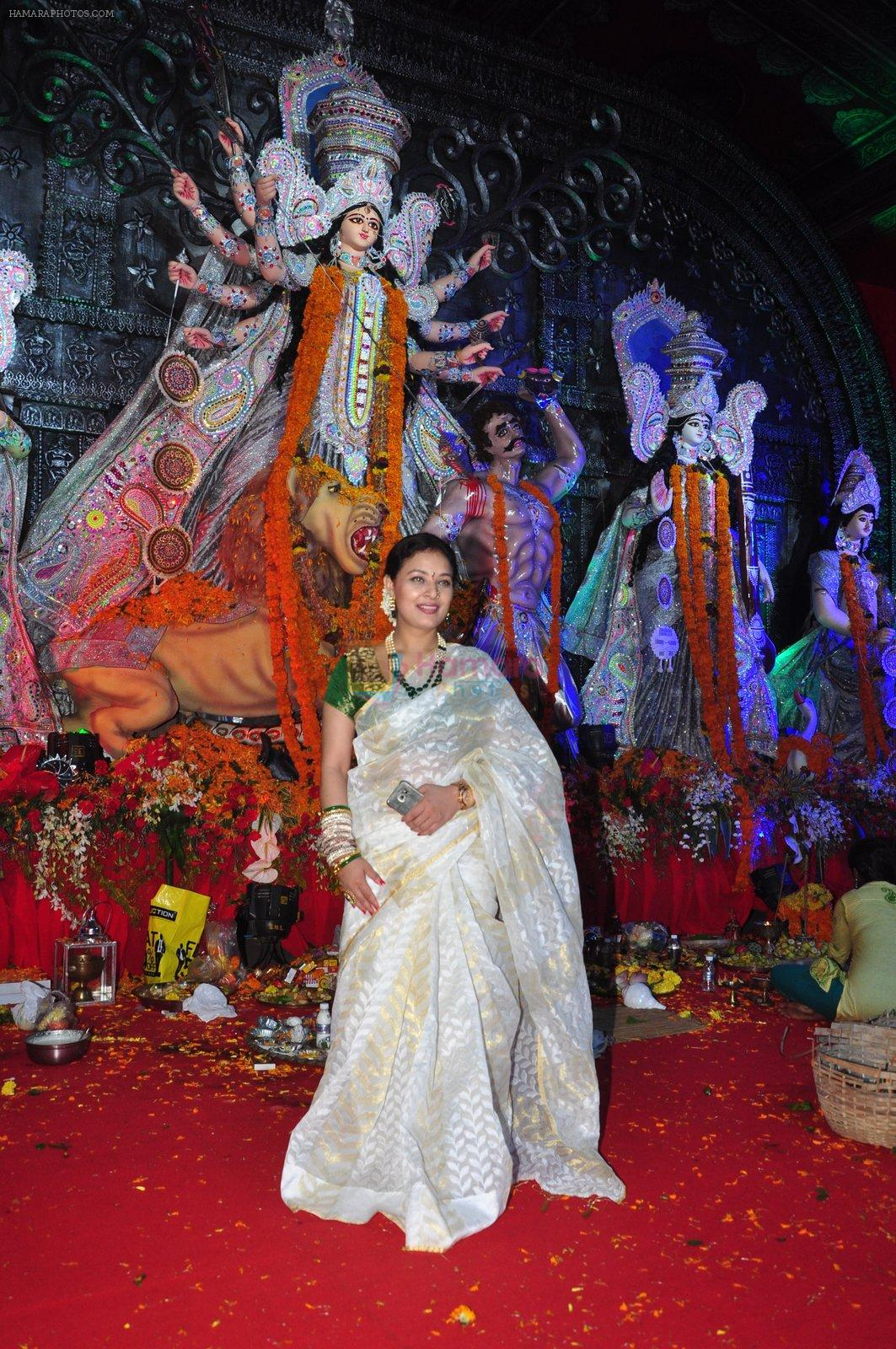 Sharbani Mukherjee at Durga Pooja on 10th Oct 2016