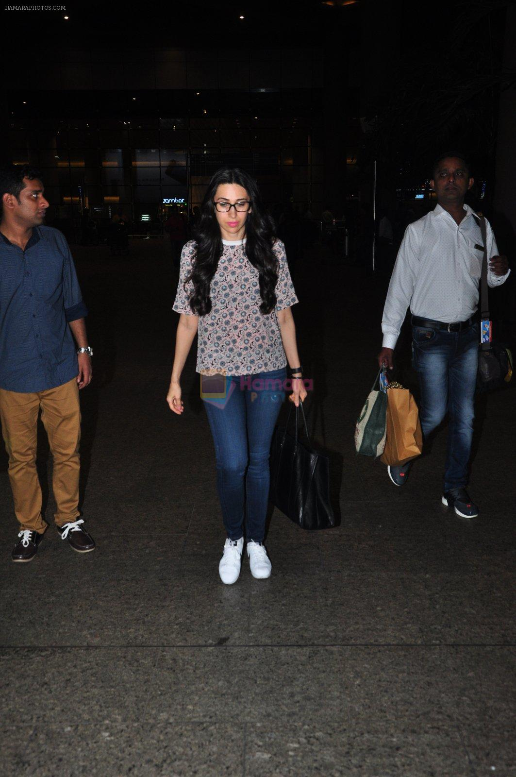 Karisma Kapoor snapped at airport on 9th Oct 2016