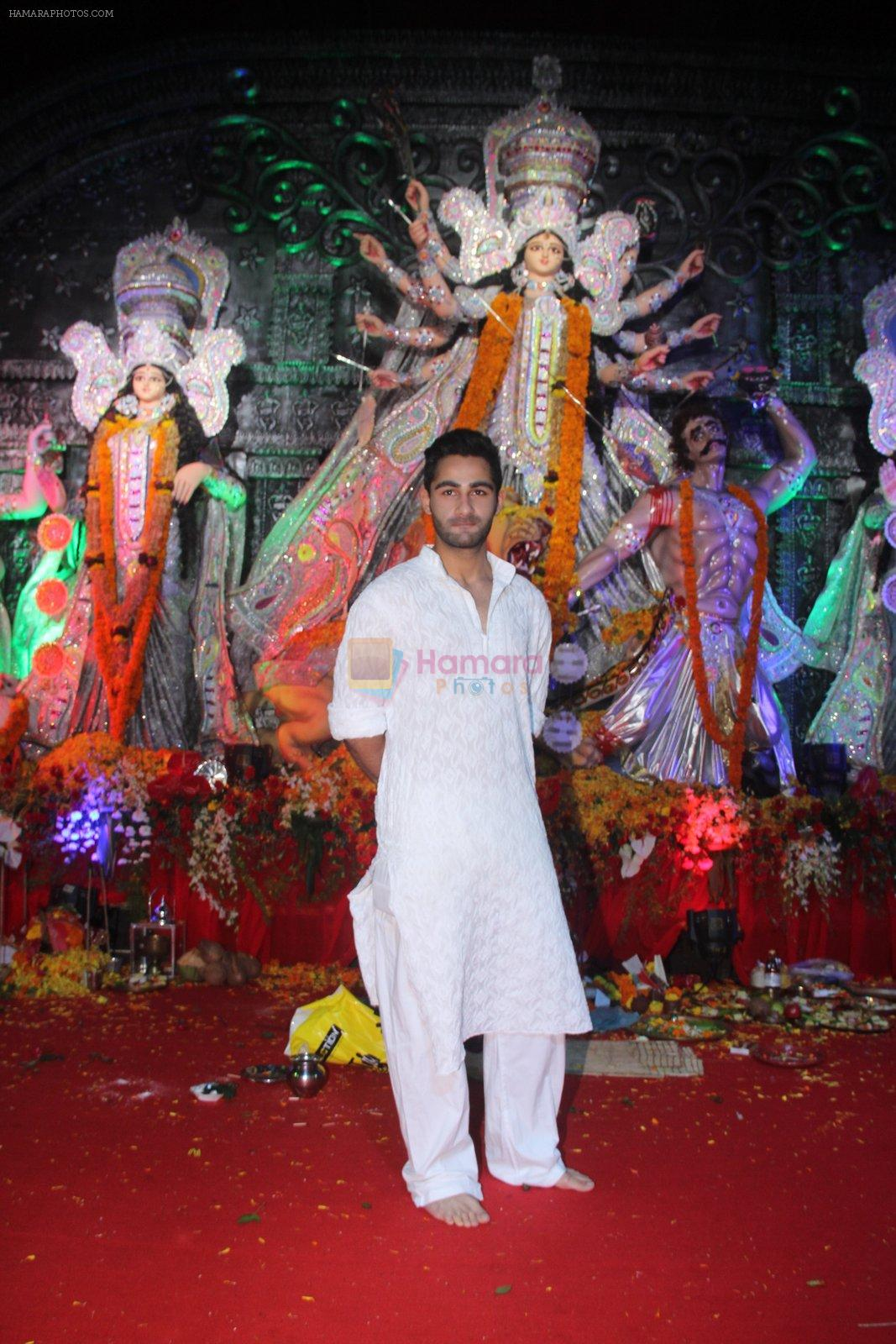 Armaan Jain at durga pooja on 9th Oct 2016