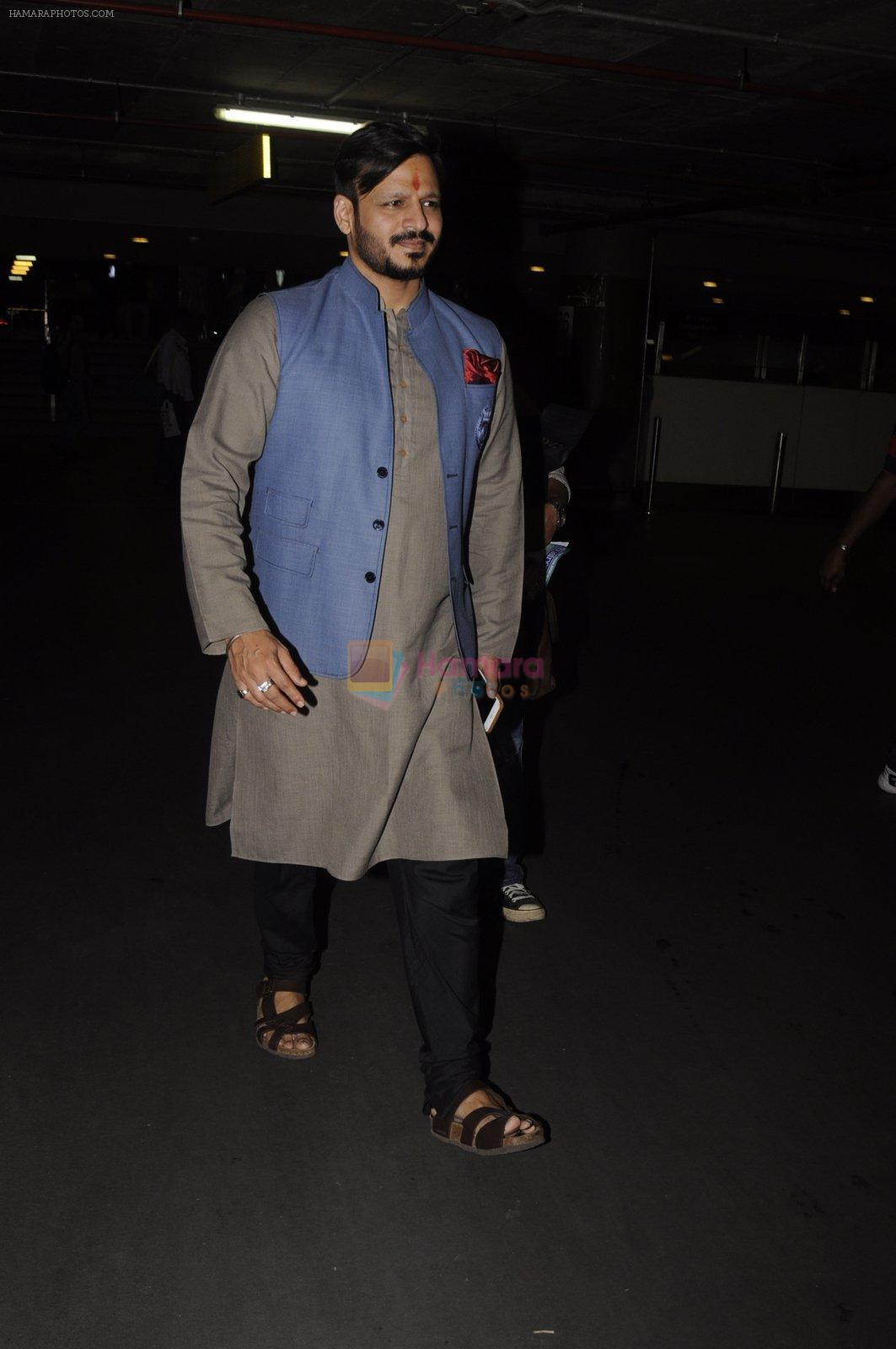 Vivek Oberoi snapped at airport on 10th Oct 2016