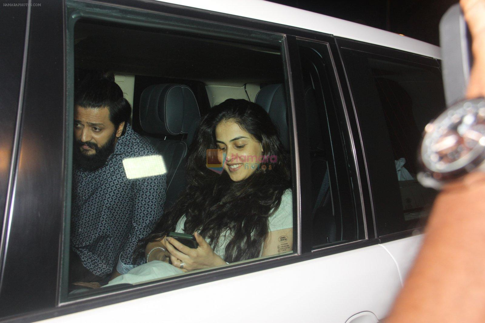 Riteish Deshmukh, Genelia D Souza snapped on 10th Oct 2016