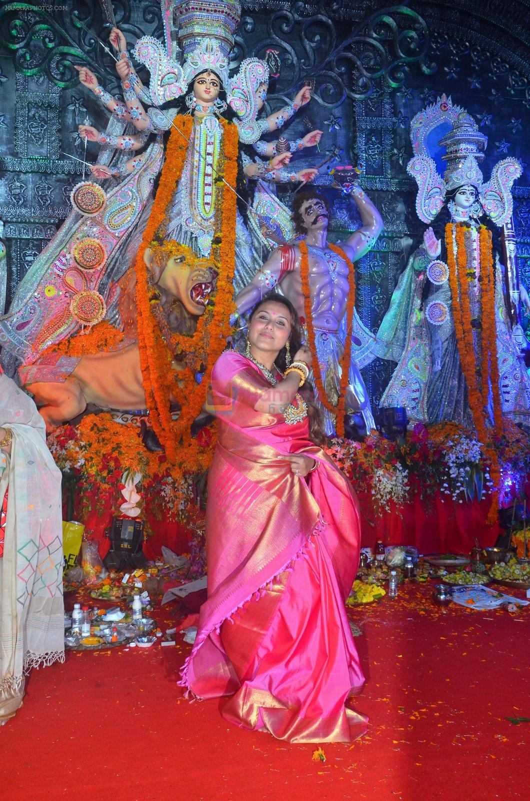 Rani Mukherjee at Durga Pooja on 10th Oct 2016
