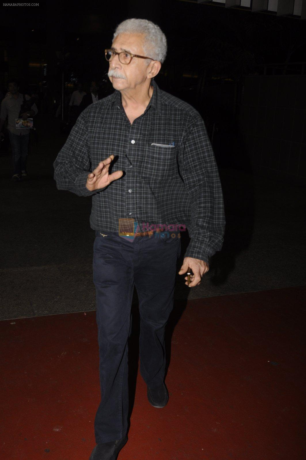 Naseeruddin Shah snapped at airport on 10th Oct 2016