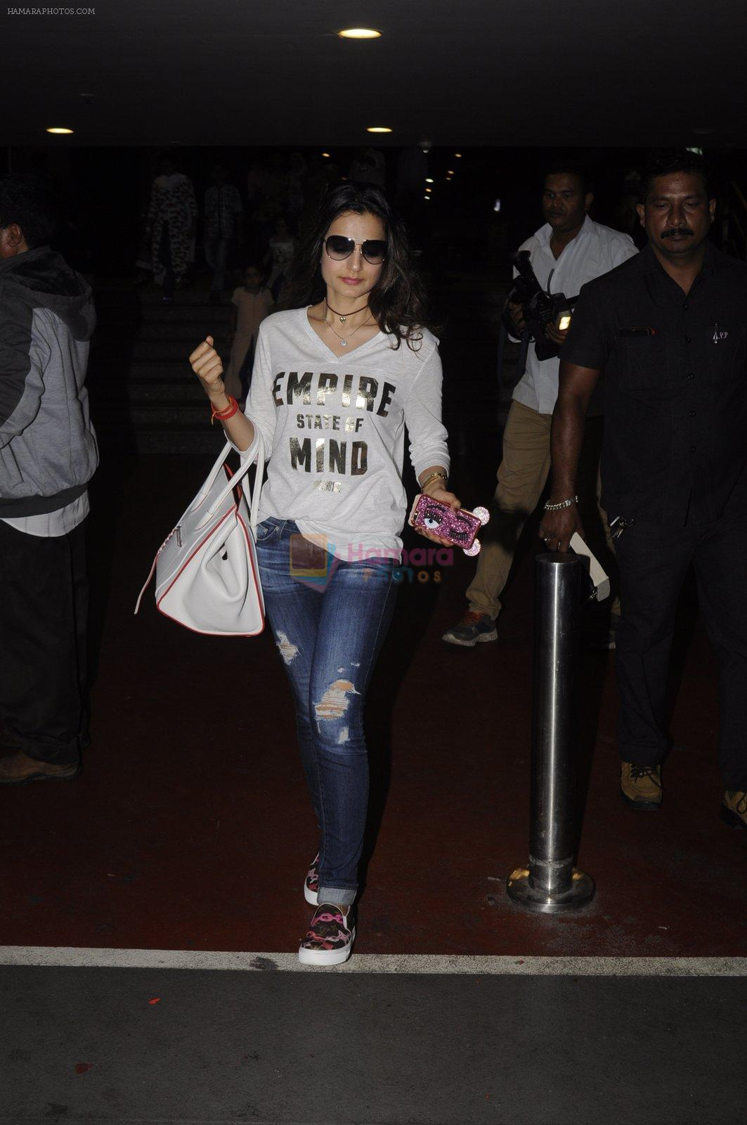 Ameesha Patel snapped at airport on 10th Oct 2016