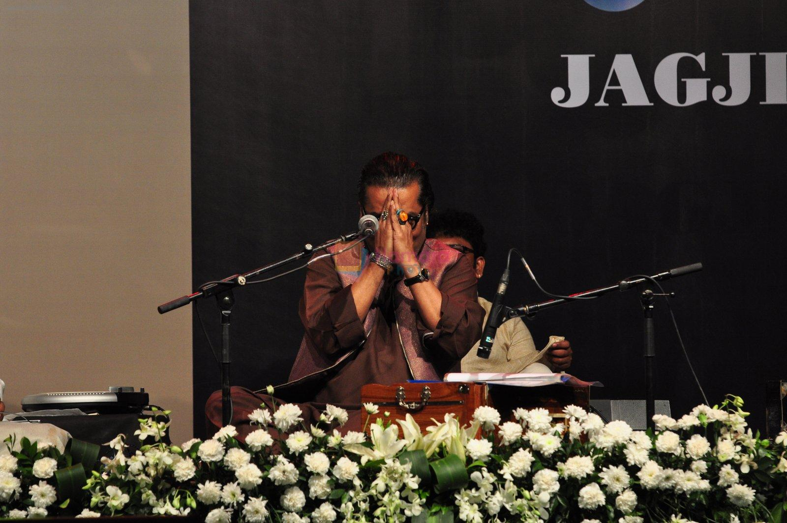 Hariharan at Jagjit Singh tribute concert with Tum Bin 2 team and T-Series on 10th Oct 2016