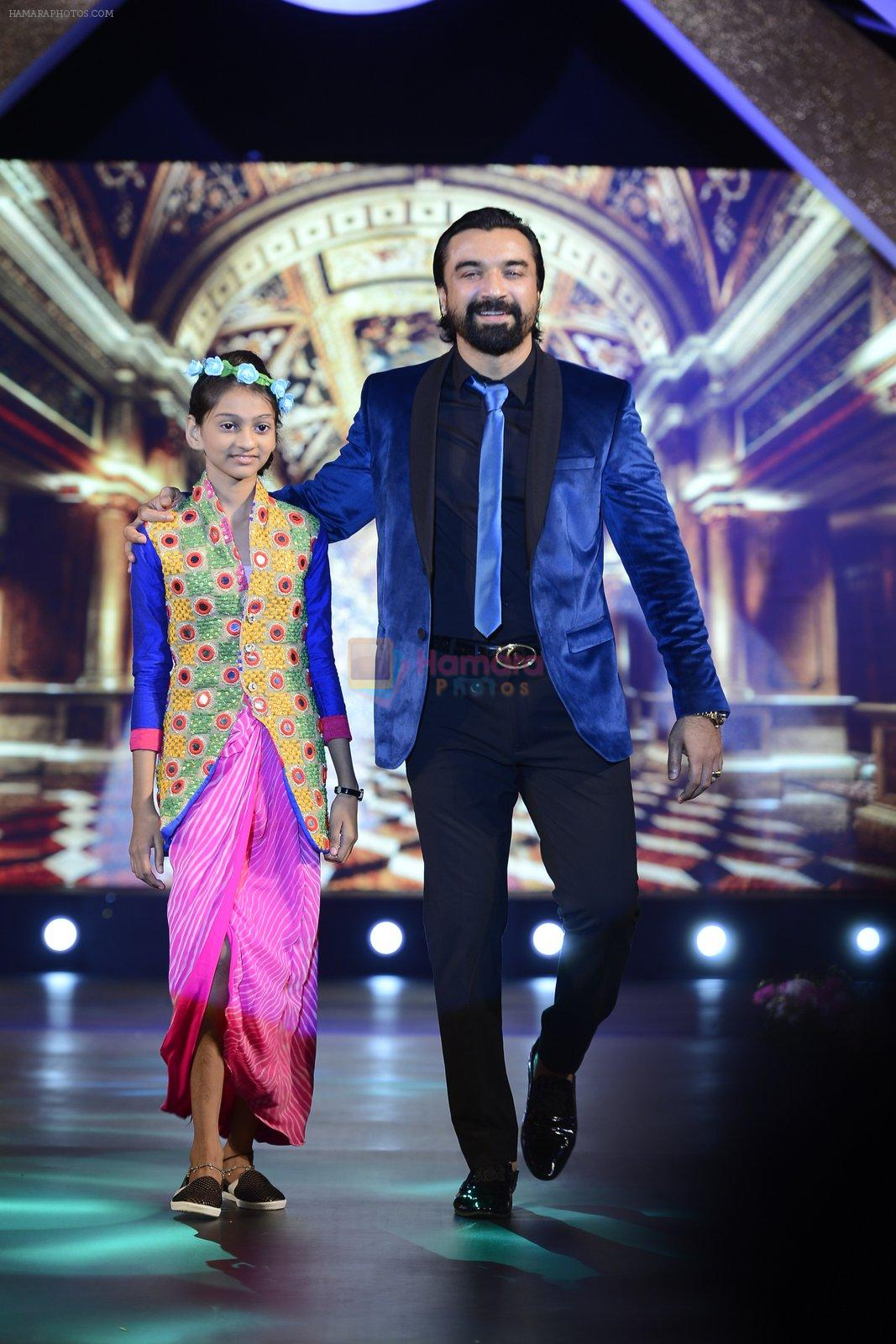 Ajaz Khan at Smile Foundation charity fashion show on 13th Oct 2016