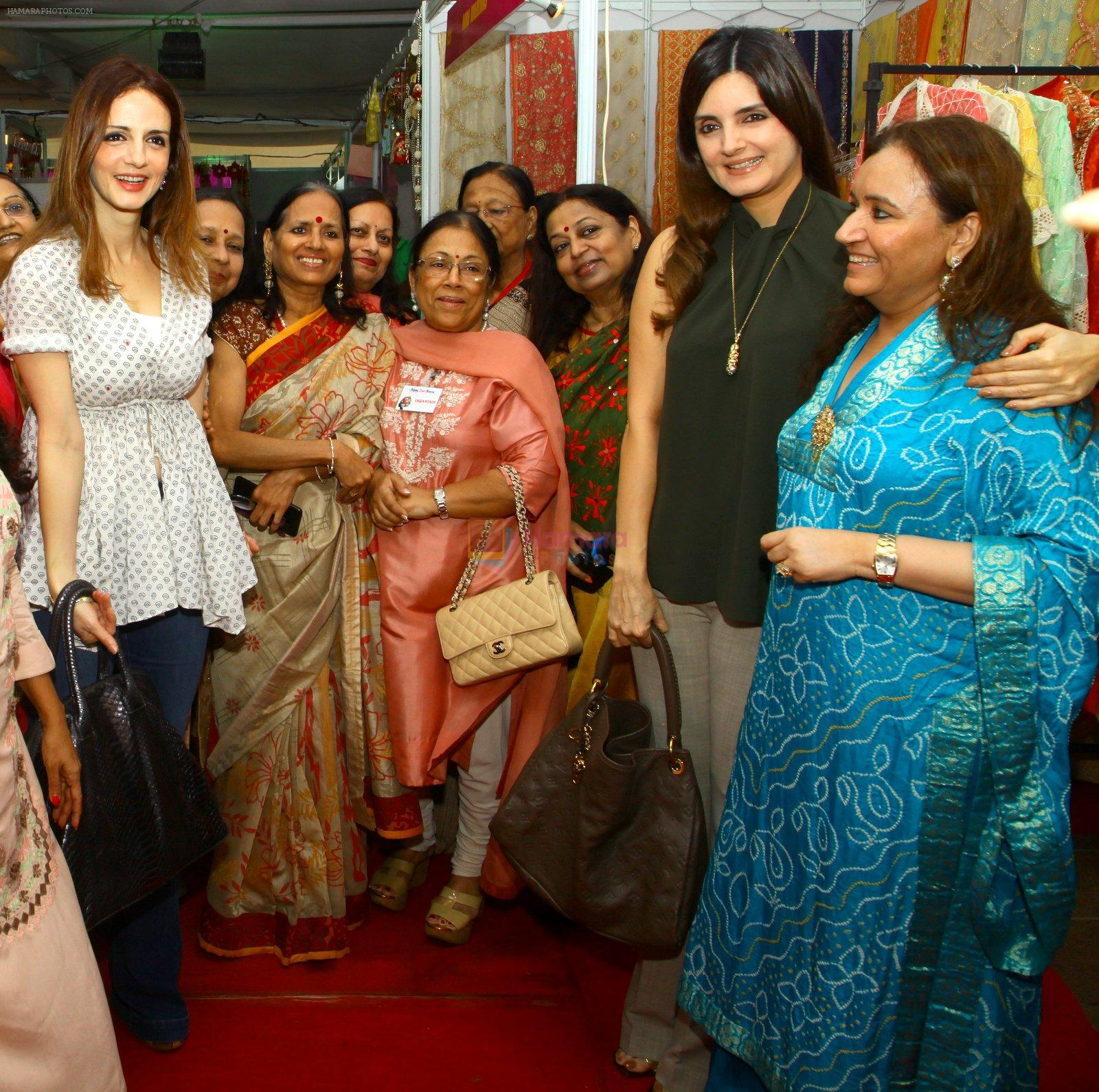Suzanne Khan inaugurate Archana Trust exhibition on 12th Oct 2016