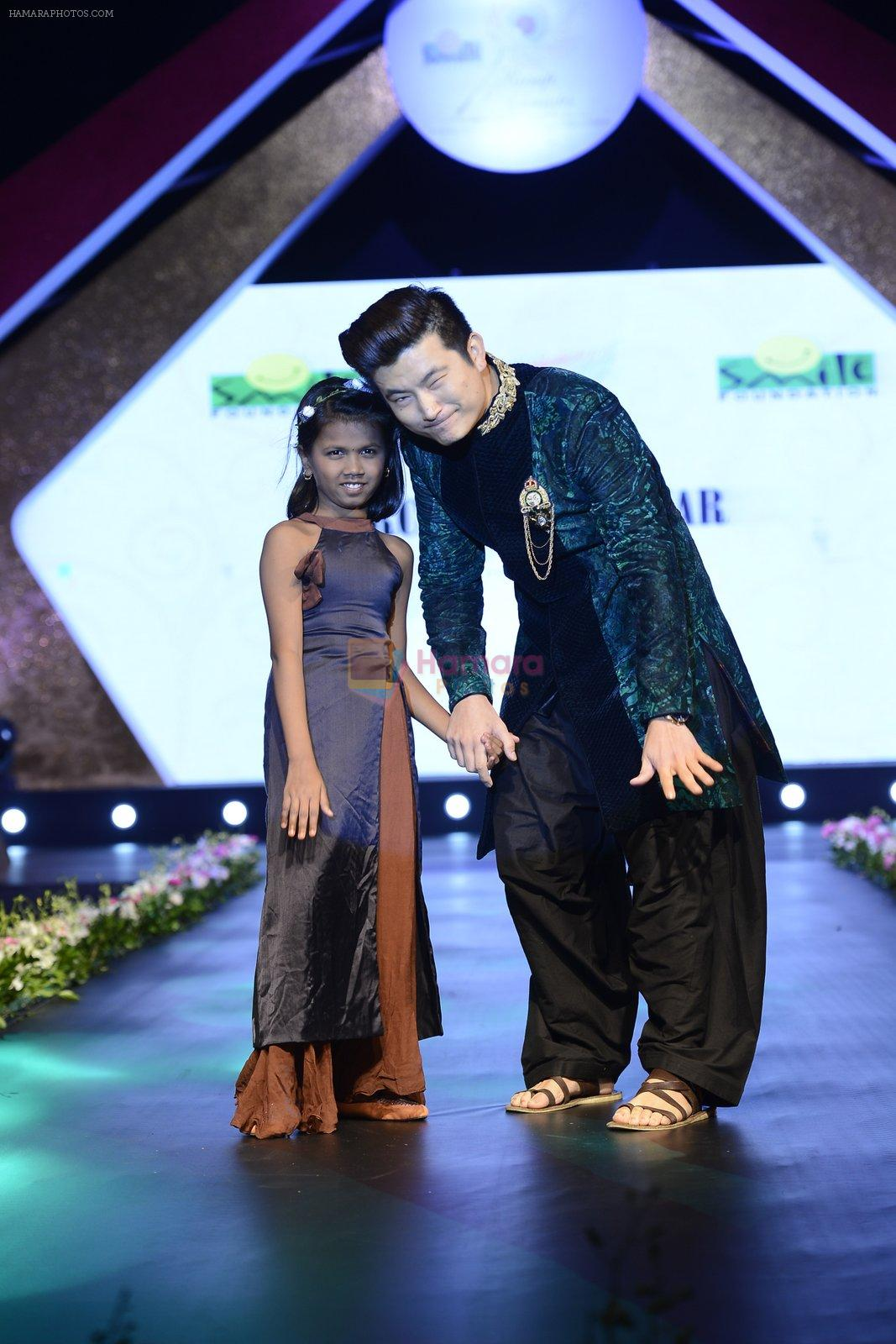 Meiyang Chang at Smile Foundation charity fashion show on 13th Oct 2016