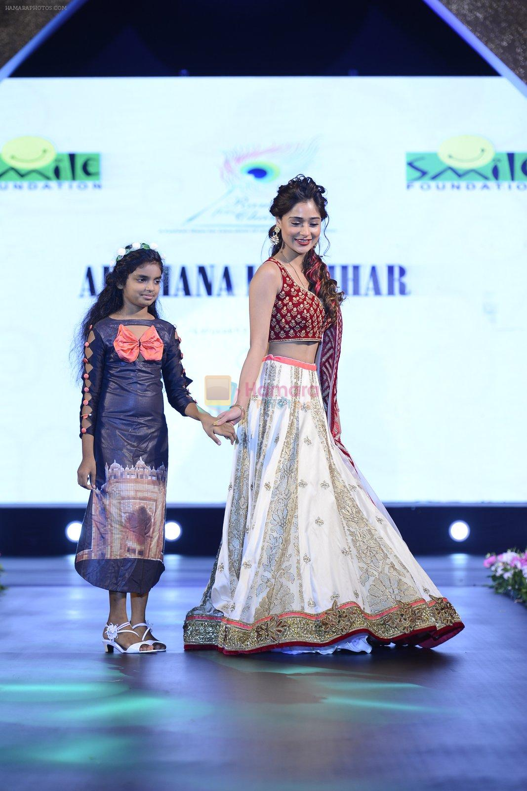 Sara Khan at Smile Foundation charity fashion show on 13th Oct 2016