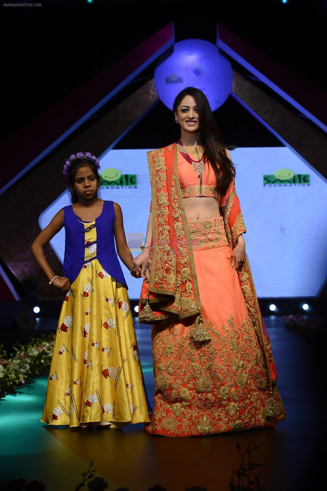 Sandeepa Dhar at Smile Foundation charity fashion show on 13th Oct 2016