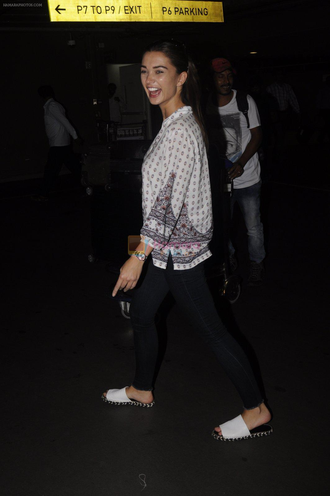 Amy Jackson snapped at airport on 13th Oct 2016