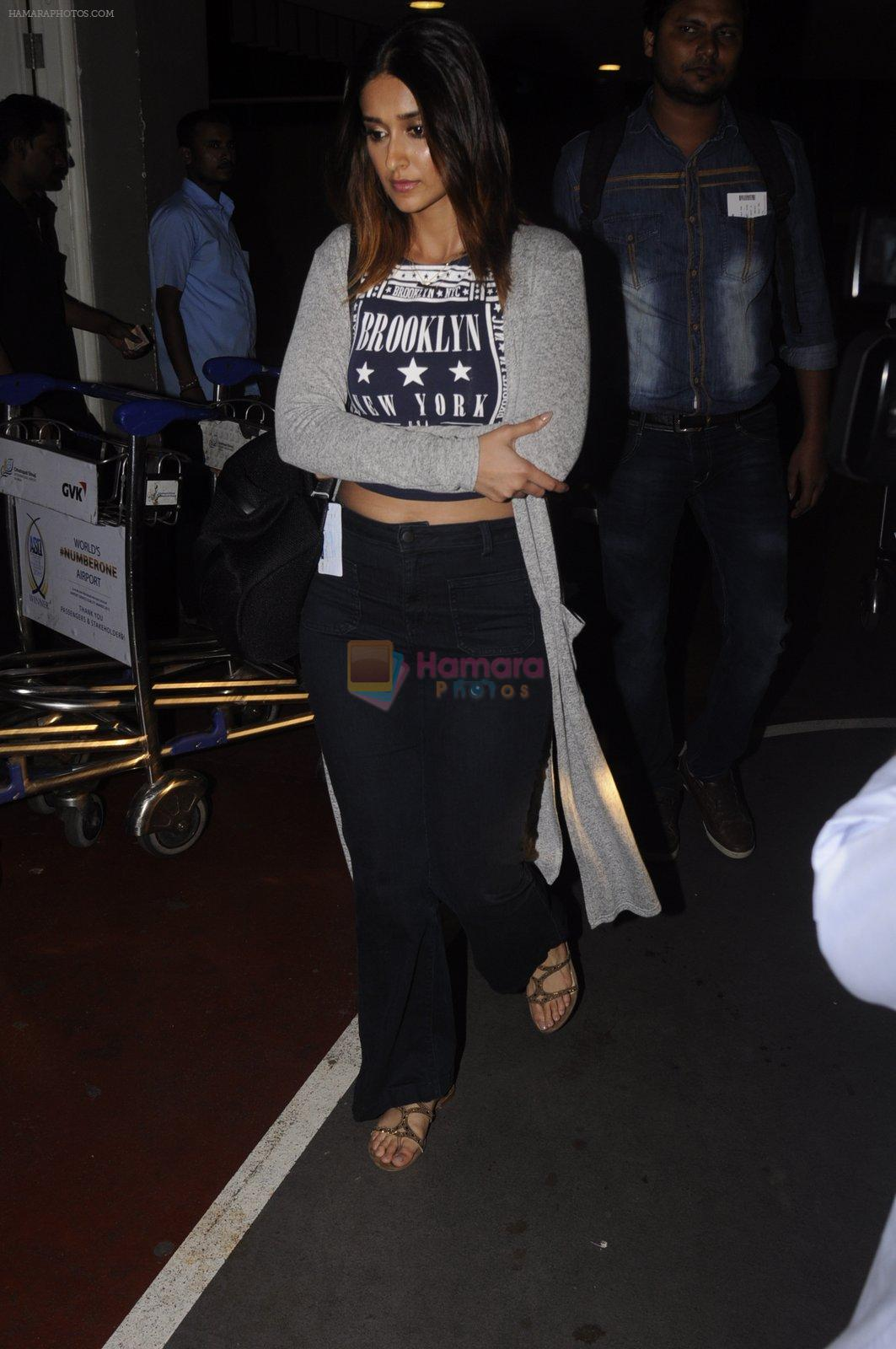 Ileana D_Cruz snapped at airport on 13th Oct 2016