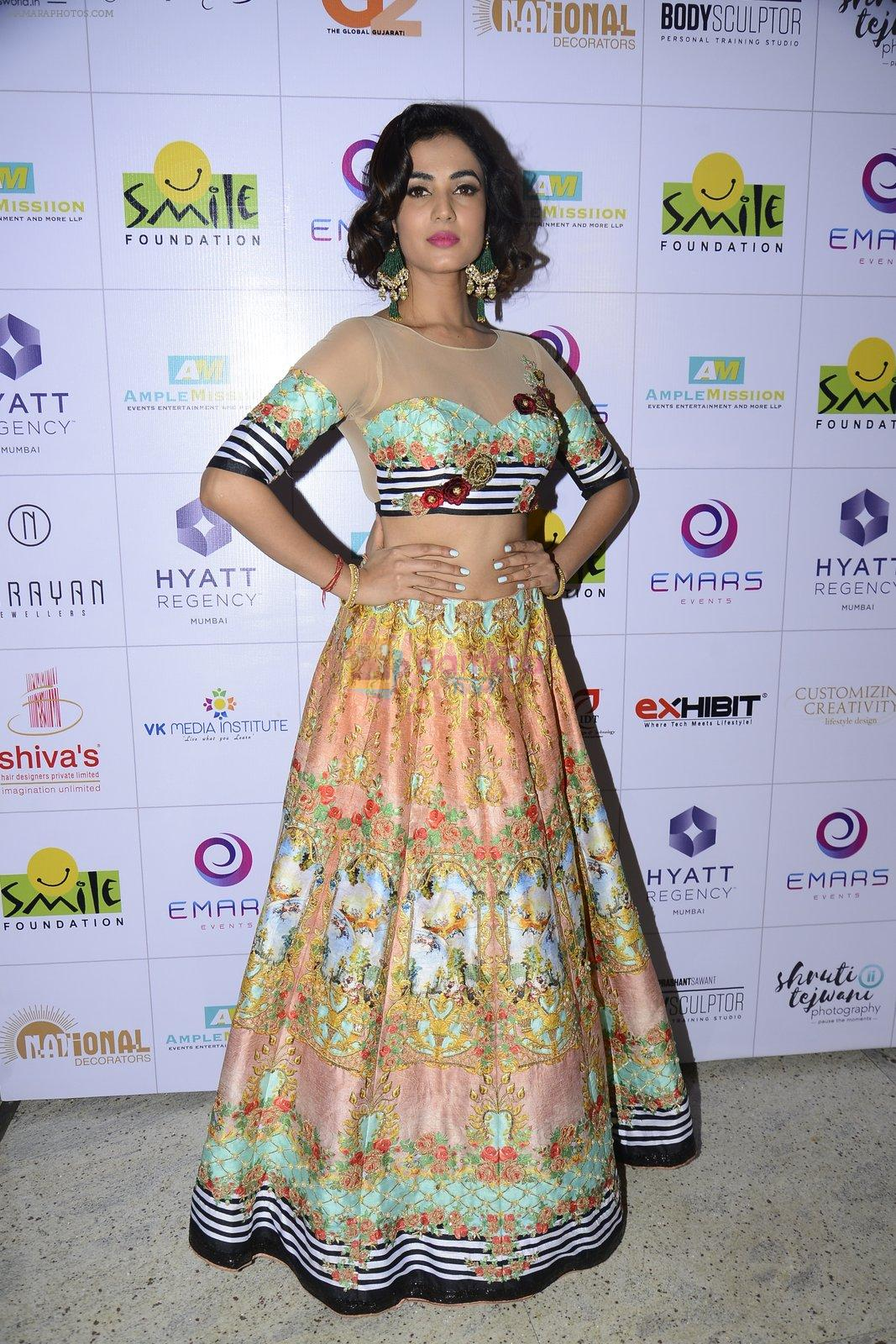 Sonal Chauhan at Smile Foundation charity fashion show on 13th Oct 2016