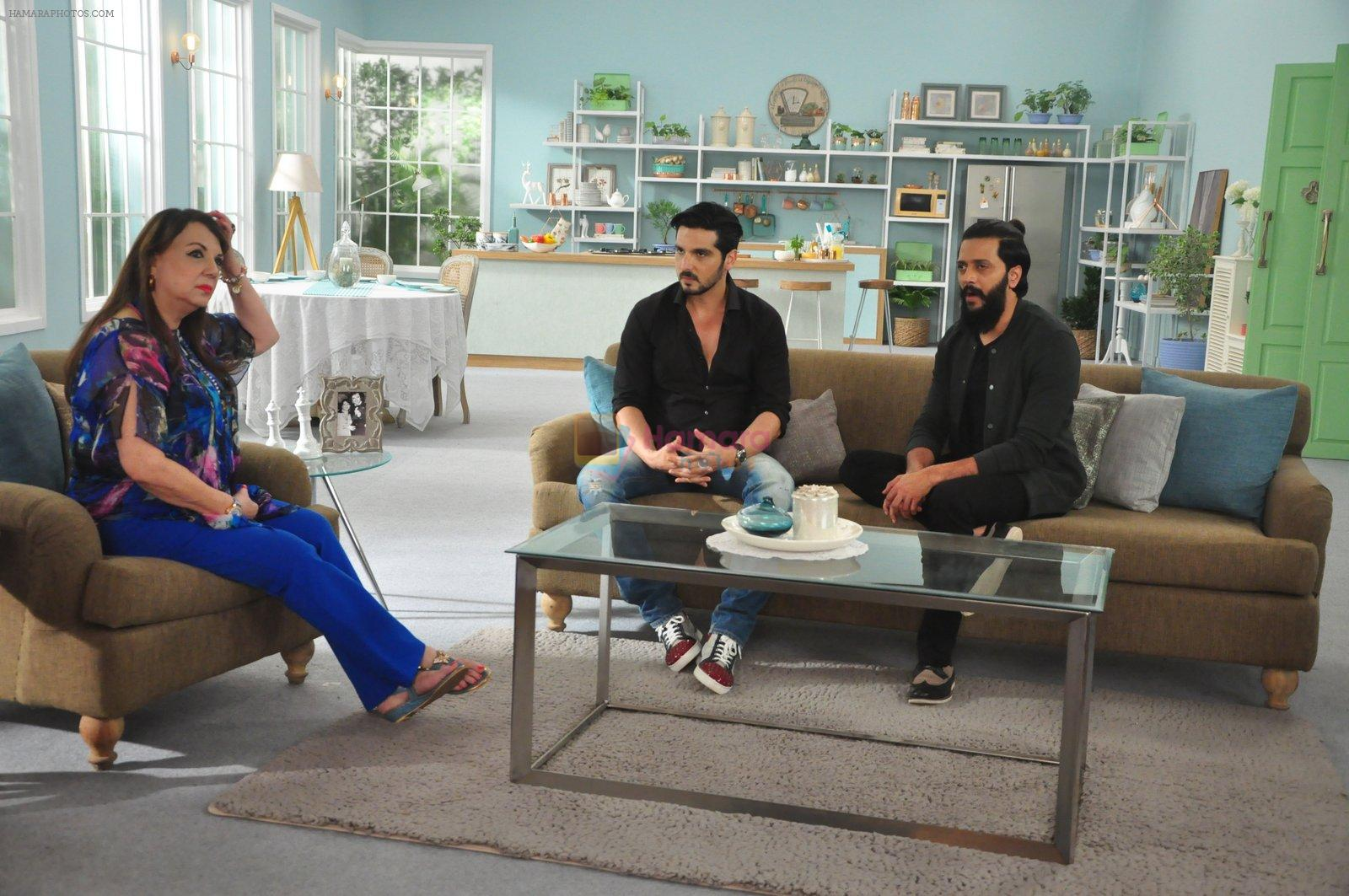 Zayed Khan with Reitesh on the sets of his mom's food show on 13th Oct 2016