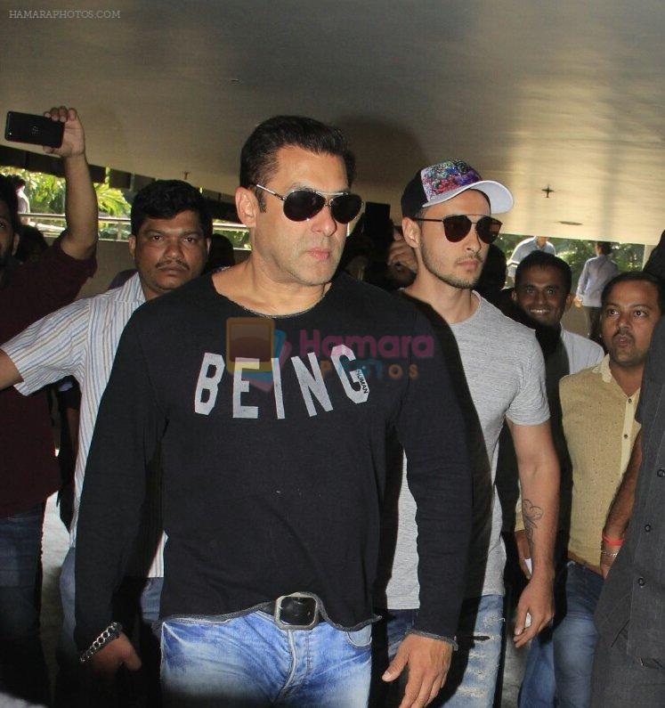 Salman Khan snapped at airport on 13th Oct 2016