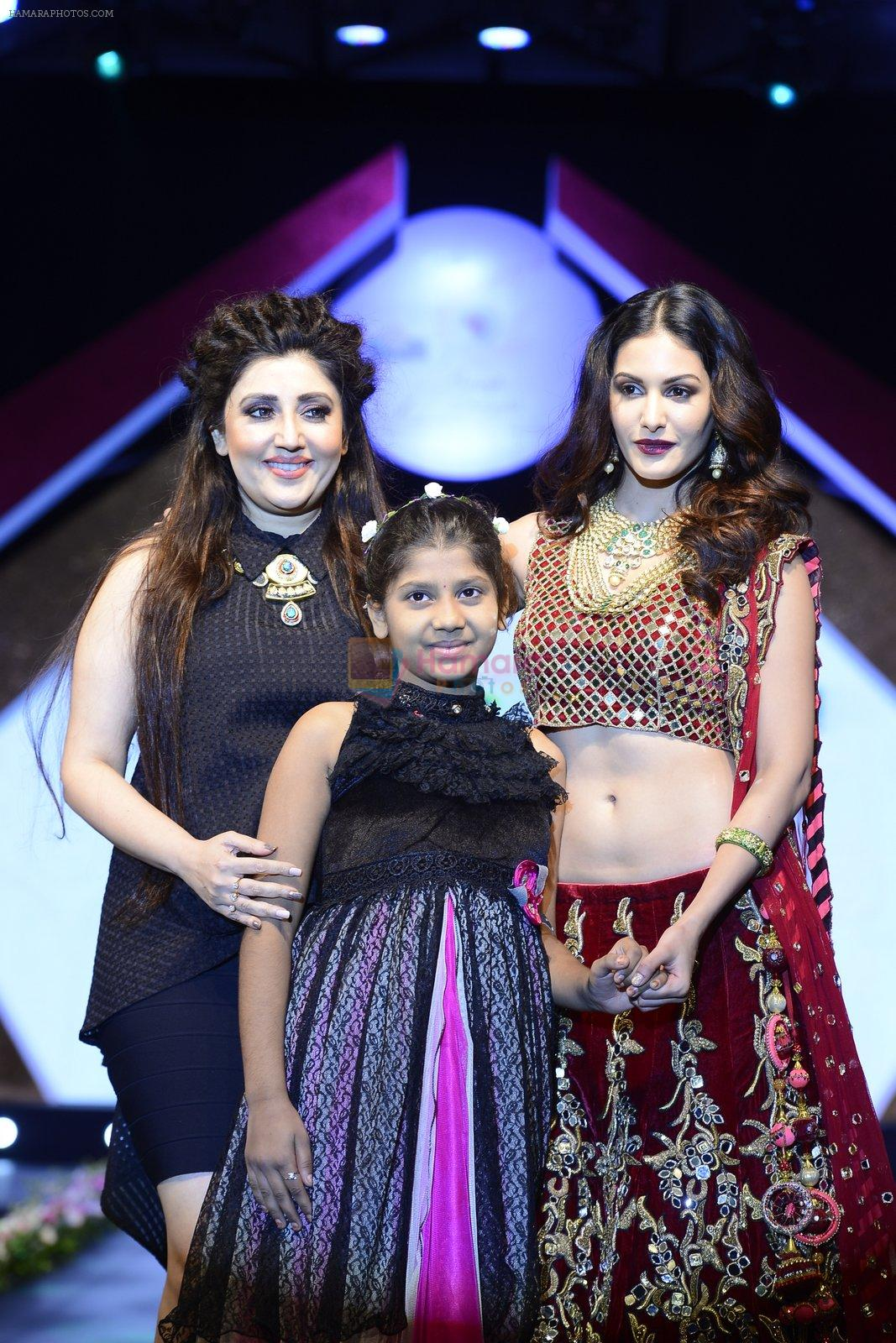 Archana Kochhar at Smile Foundation charity fashion show on 13th Oct 2016