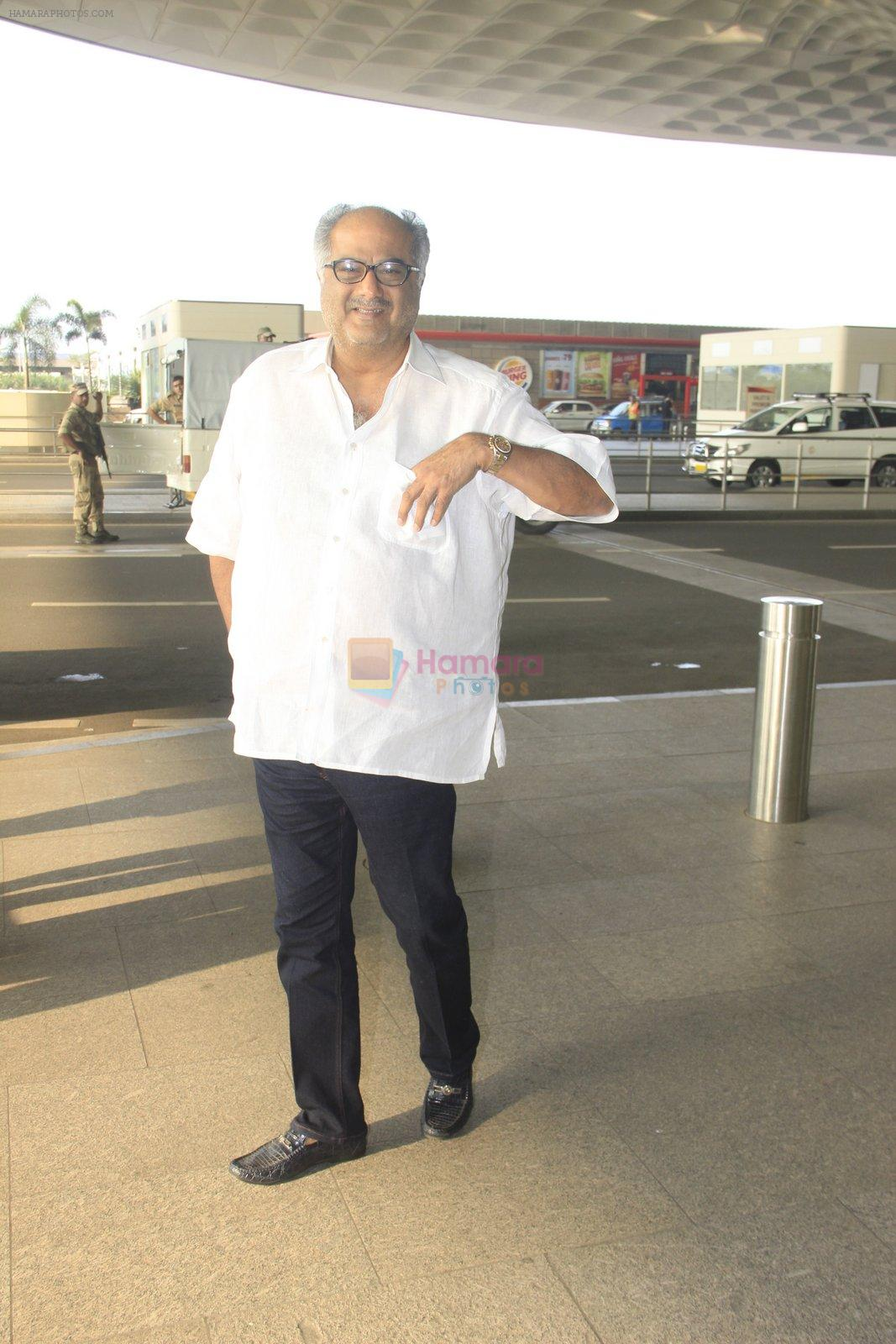 Boney Kapoor snapped at airport on 14th Oct 2016