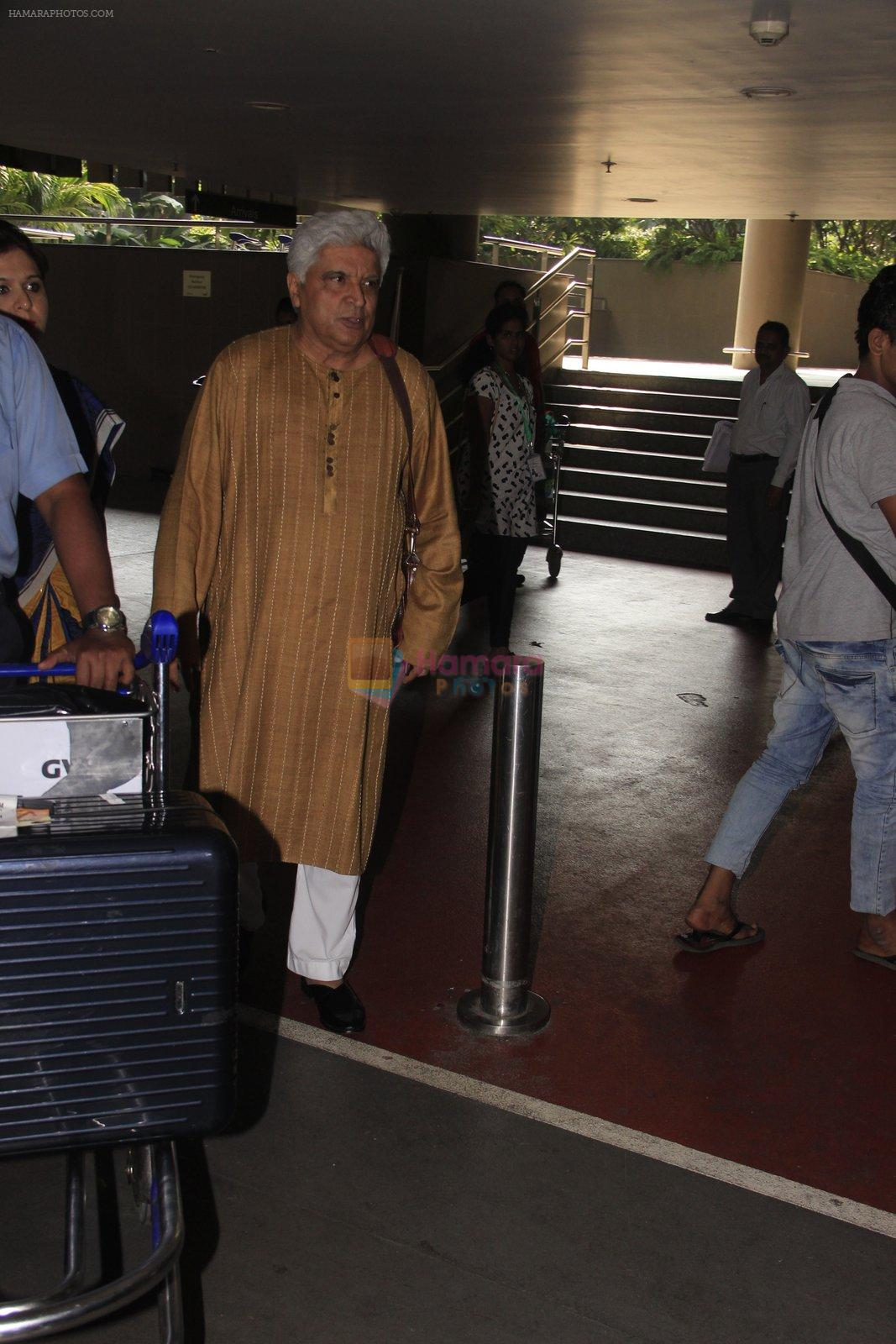 Javed Akhtar snapped at airport on 14th Oct 2016