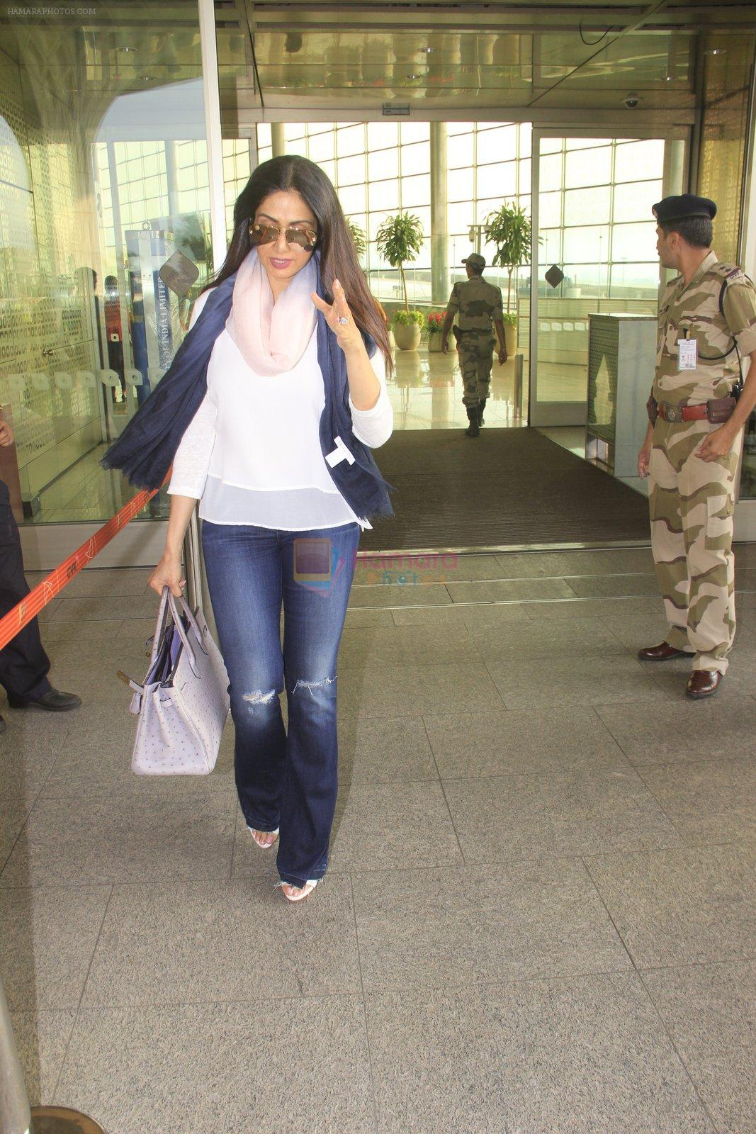 Sridevi snapped at airport on 14th Oct 2016