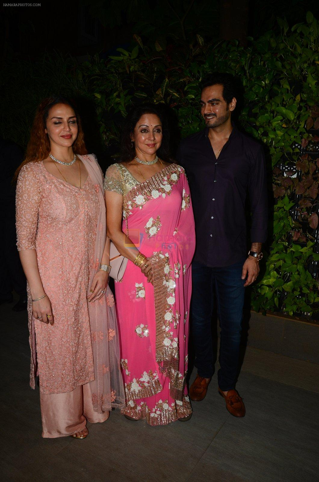 Esha Deol at Hema Malini's bday party on 16th Oct 2016
