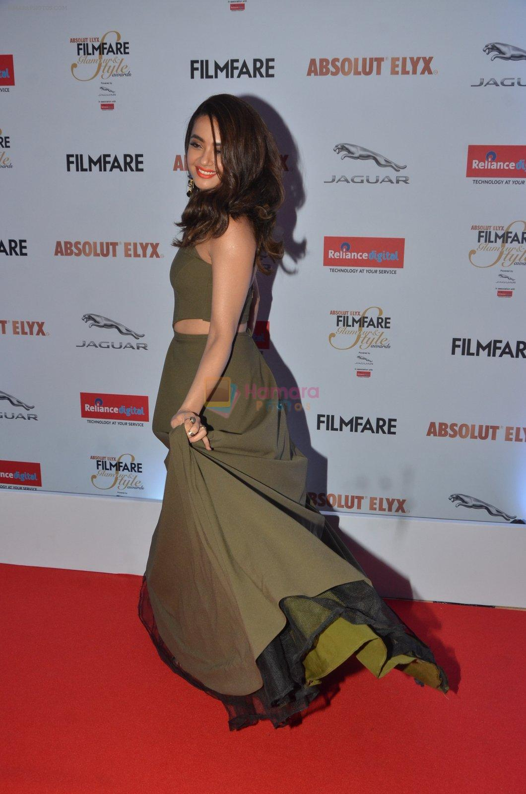 Surveen Chawla at Filmfare Glamour & Style Awards 2016 in Mumbai on 15th Oct 2016