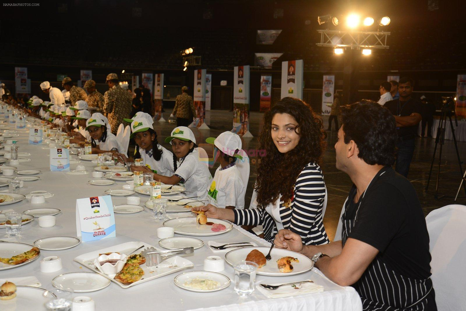 Saiyami Kher and Chef Vikas Khanna for world food day event by smile foundation at Quaker on 16th Oct 2016
