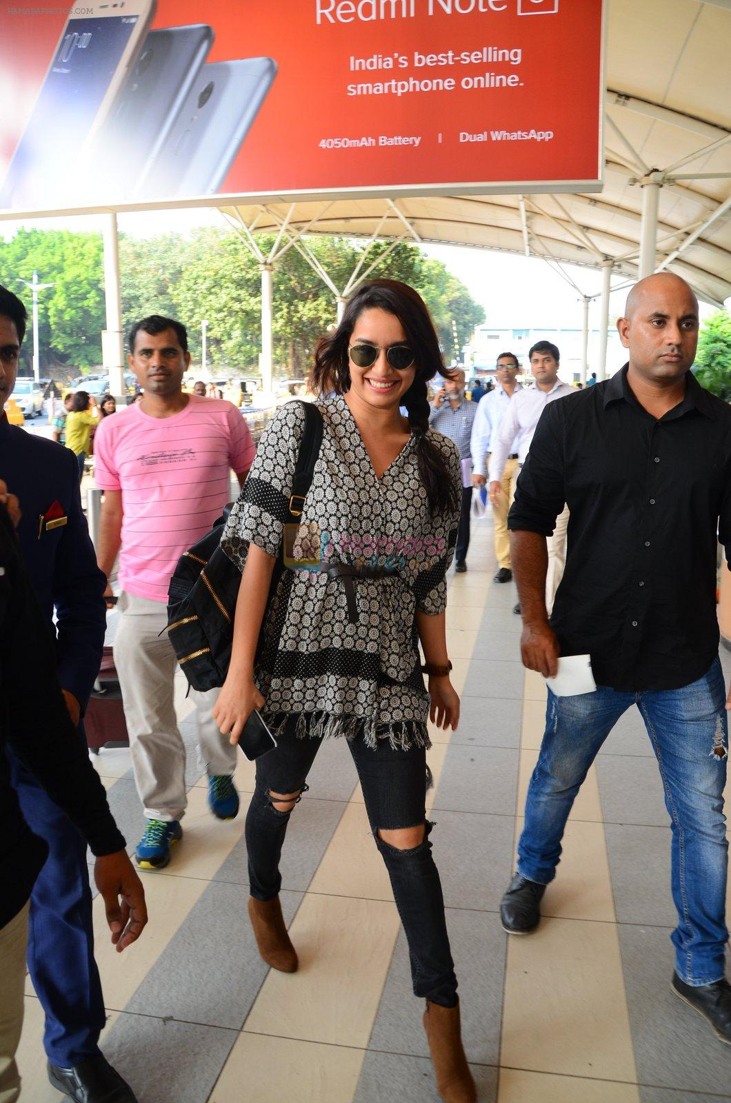 Shraddha Kapoor snapped at airport on 16th Oct 2016