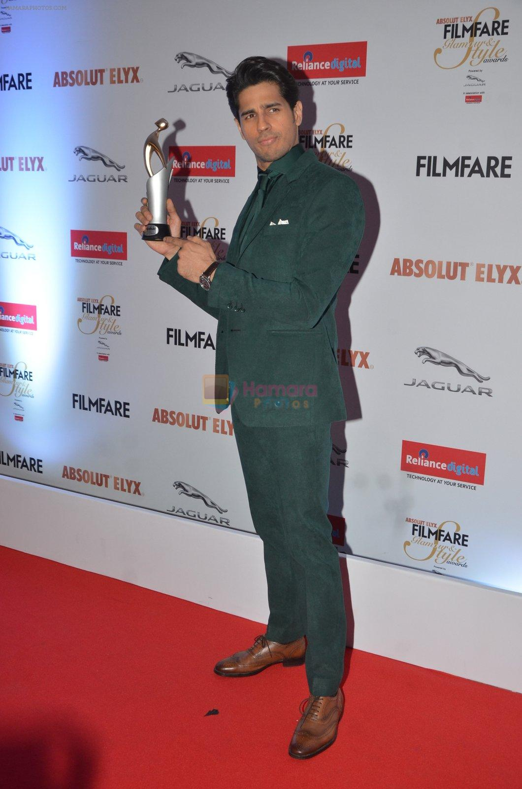 Sidharth Malhotra at Filmfare Glamour & Style Awards 2016 in Mumbai on 15th Oct 2016