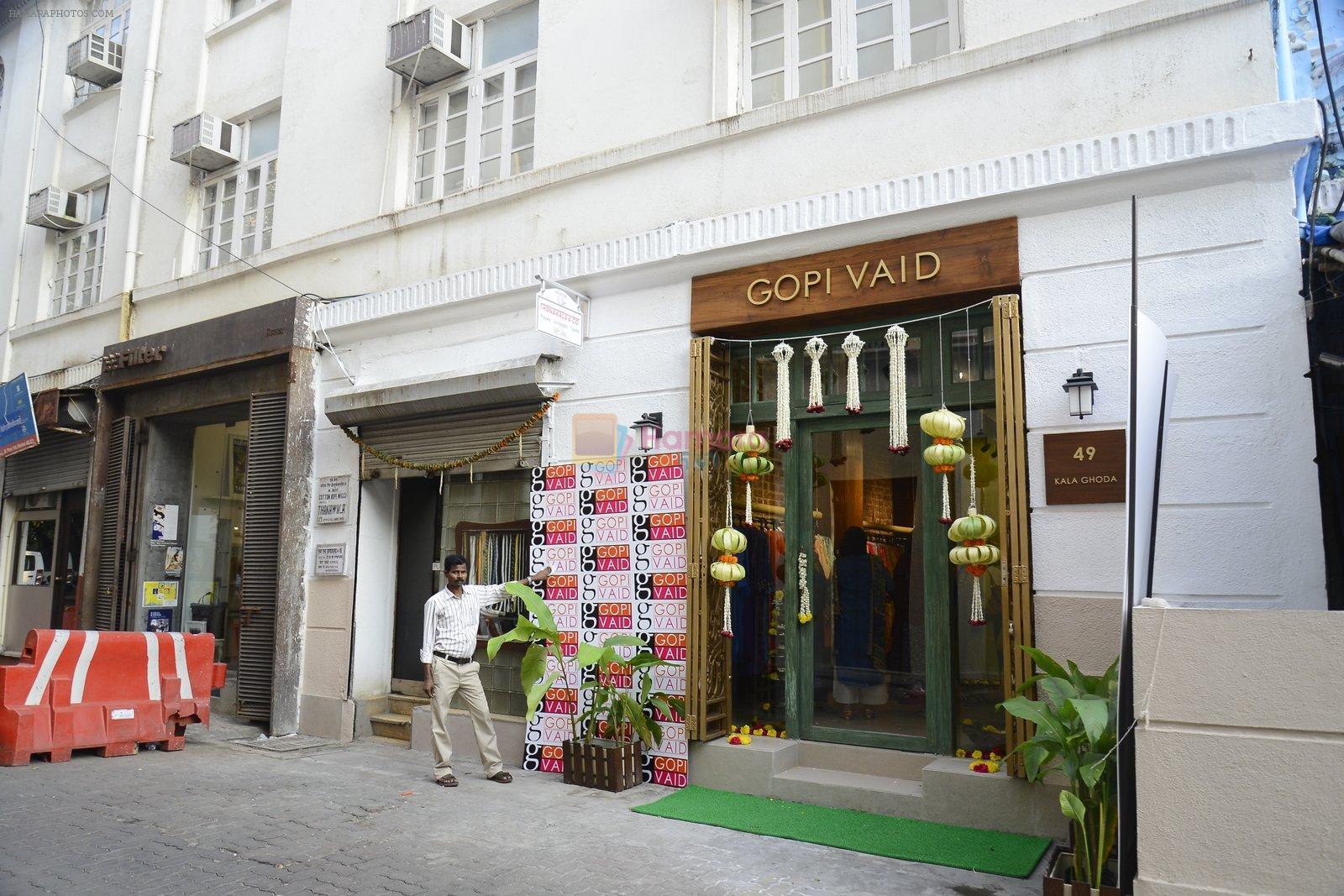 innaugurates Gopi Vaid's new store on 15th Oct 2016
