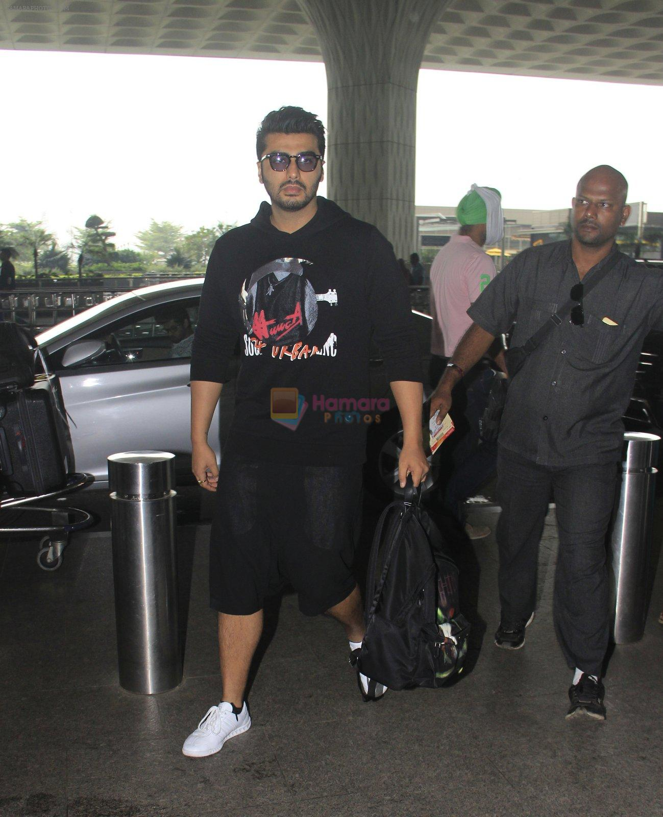 Arjun Kapoor snapped at airport on 16th Oct 2016