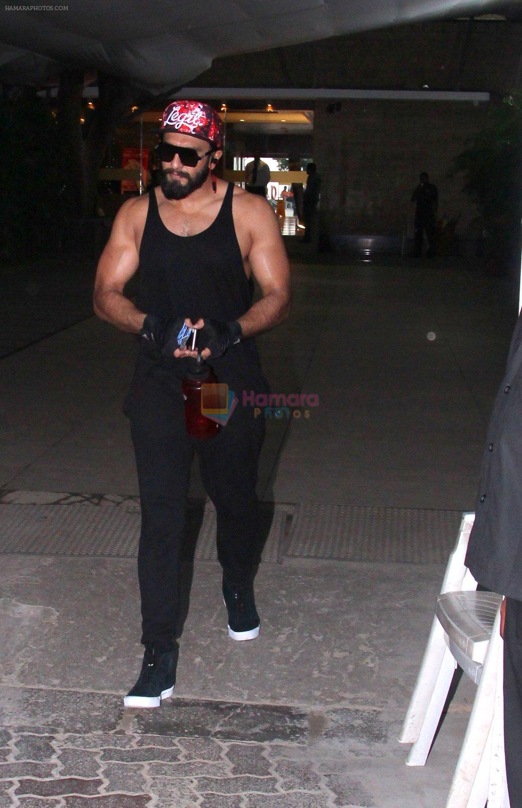 Ranveer Singh snapped in his signature cap on 16th Oct 2016