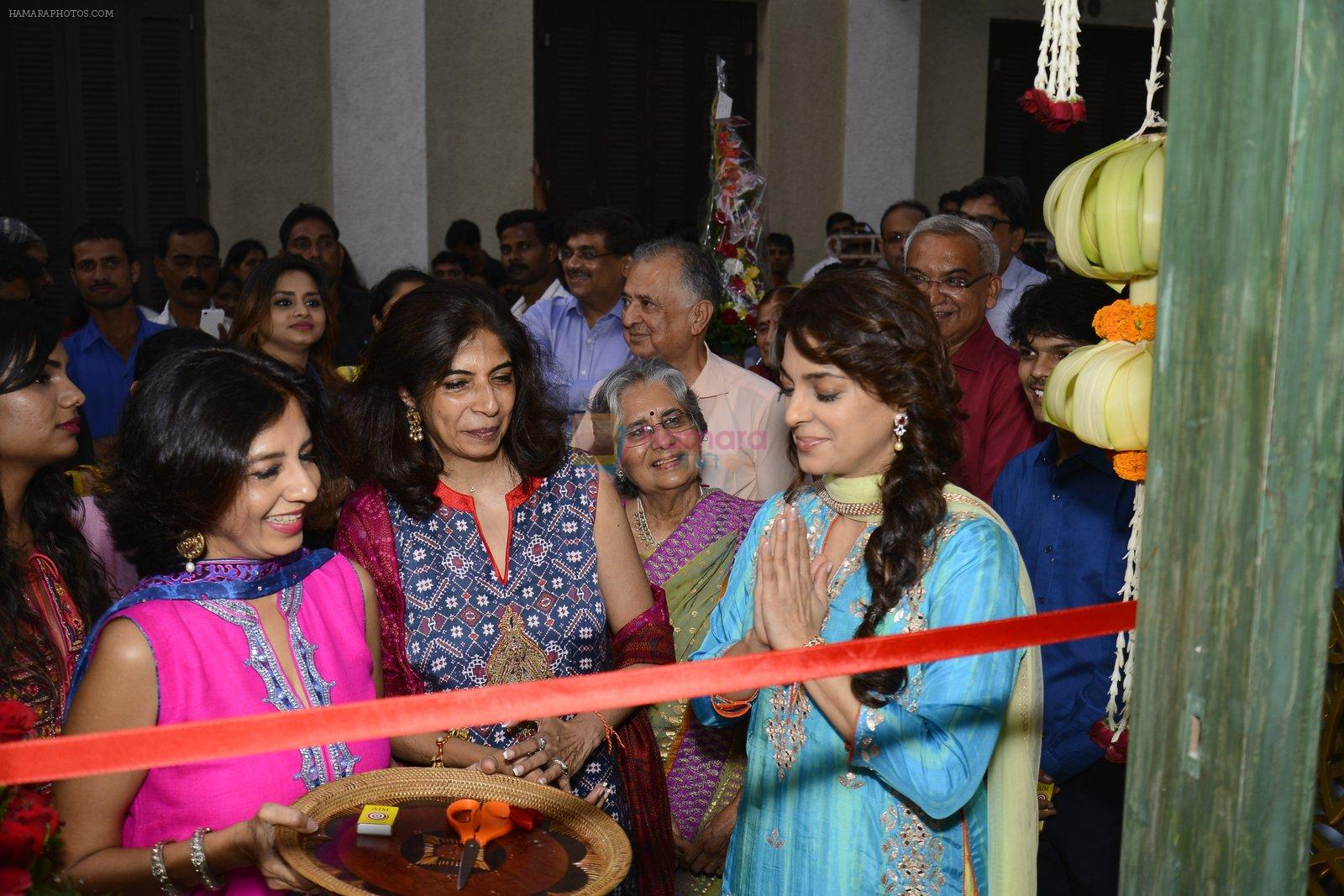 Juhi Chawla innaugurates Gopi Vaid's new store on 15th Oct 2016