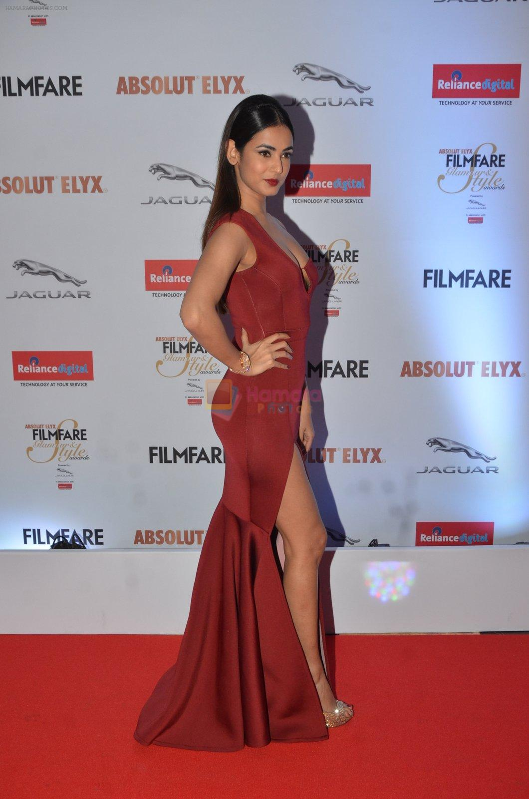 Sonal Chauhan at Filmfare Glamour & Style Awards 2016 in Mumbai on 15th Oct 2016